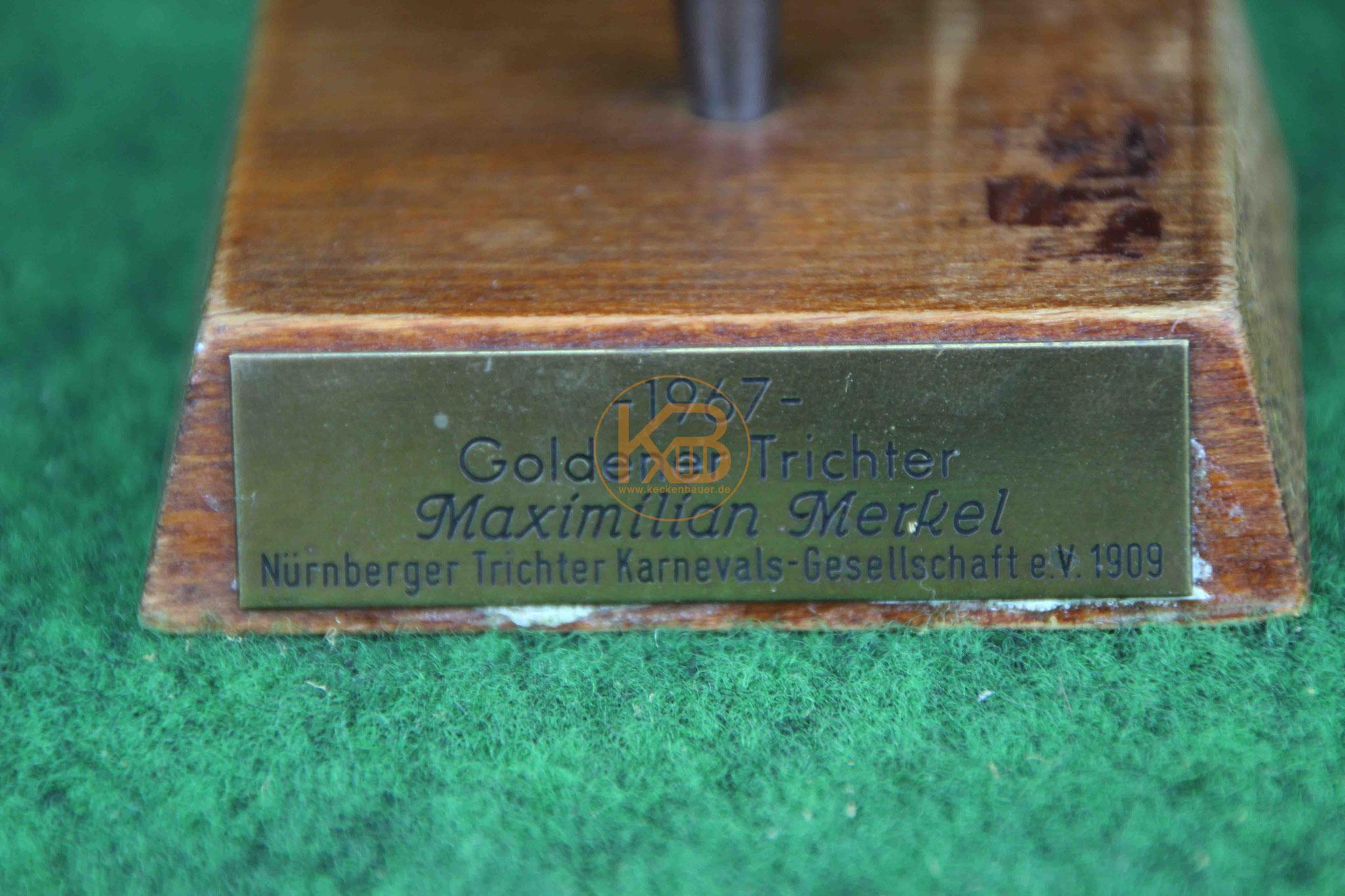 """Auszeichnung """"Der Goldene Trichter"""" verliehen von der Nürnberger Trichter Karnevals-Gesellschaft e.V. 1909 an Max Merkel im Jahr 1967 2/2"""
