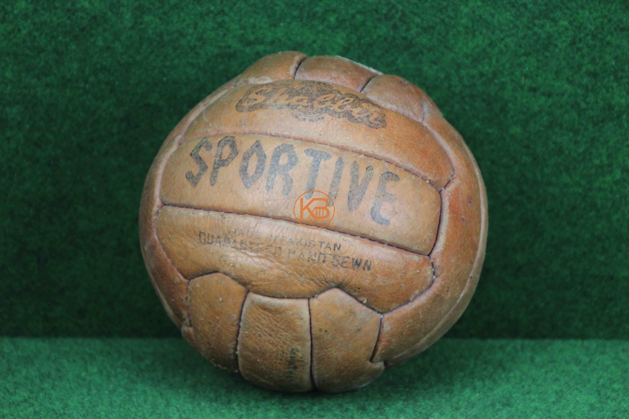 """Alter Lederball """"Sportive"""" aus den 1950ern"""