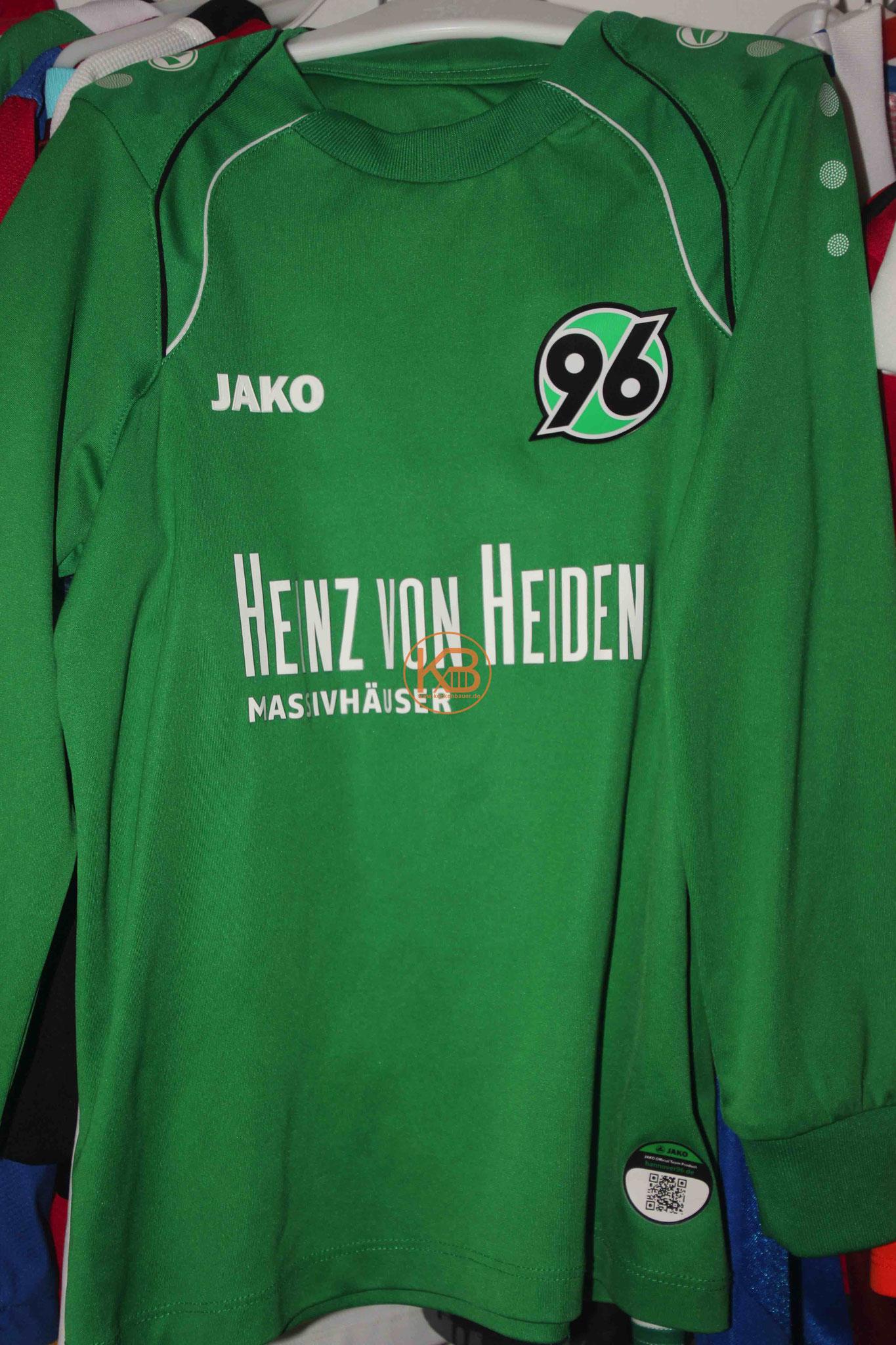 """Sein erstes Trikot mit Eigennamen von Hannover 96 mit der Nummer 1 und der """"Katze von Kollbach"""" 1/2"""