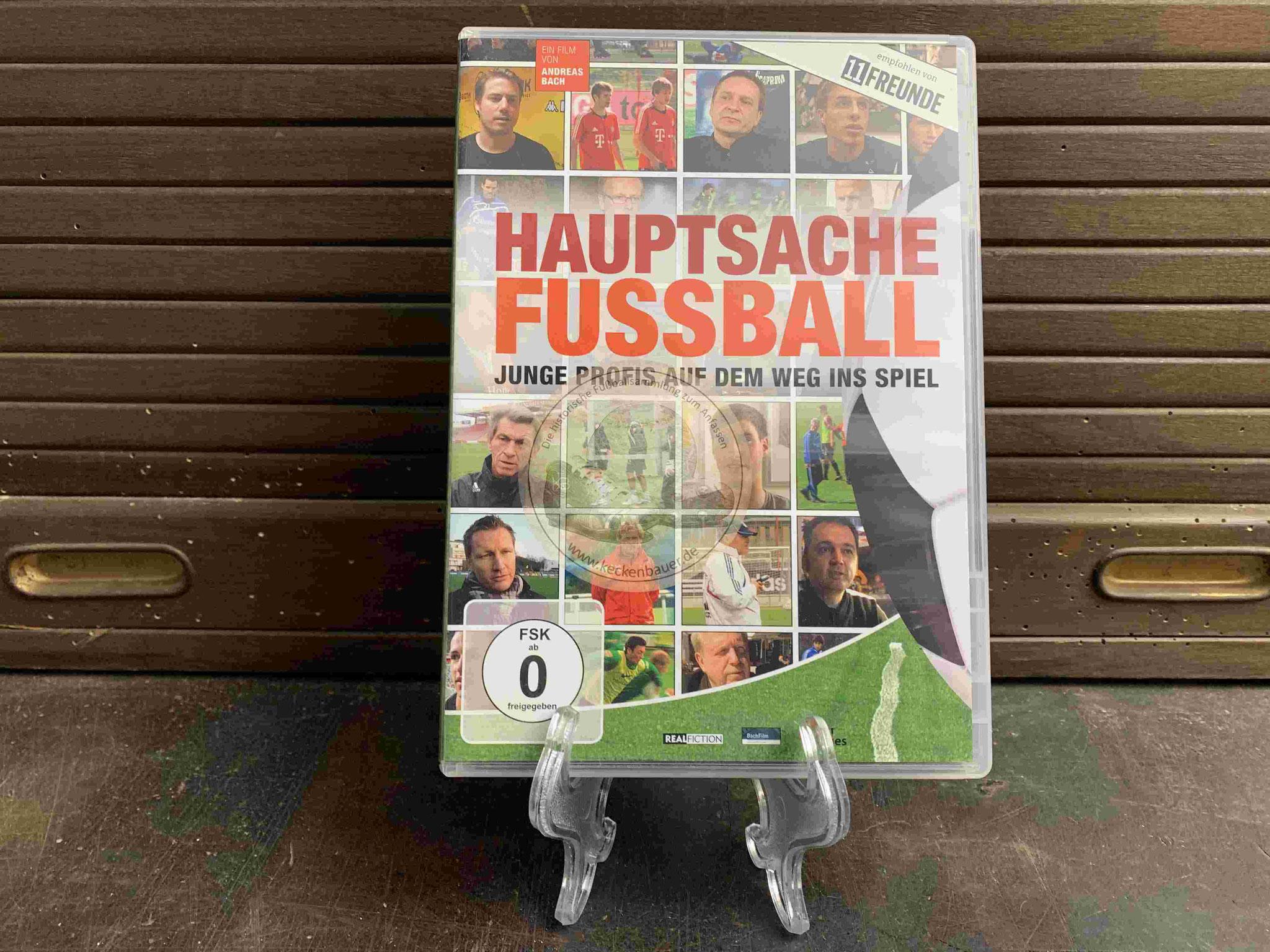 2011 Hauptsache Fussball Junge Profis auf dem Weg ins Spiel