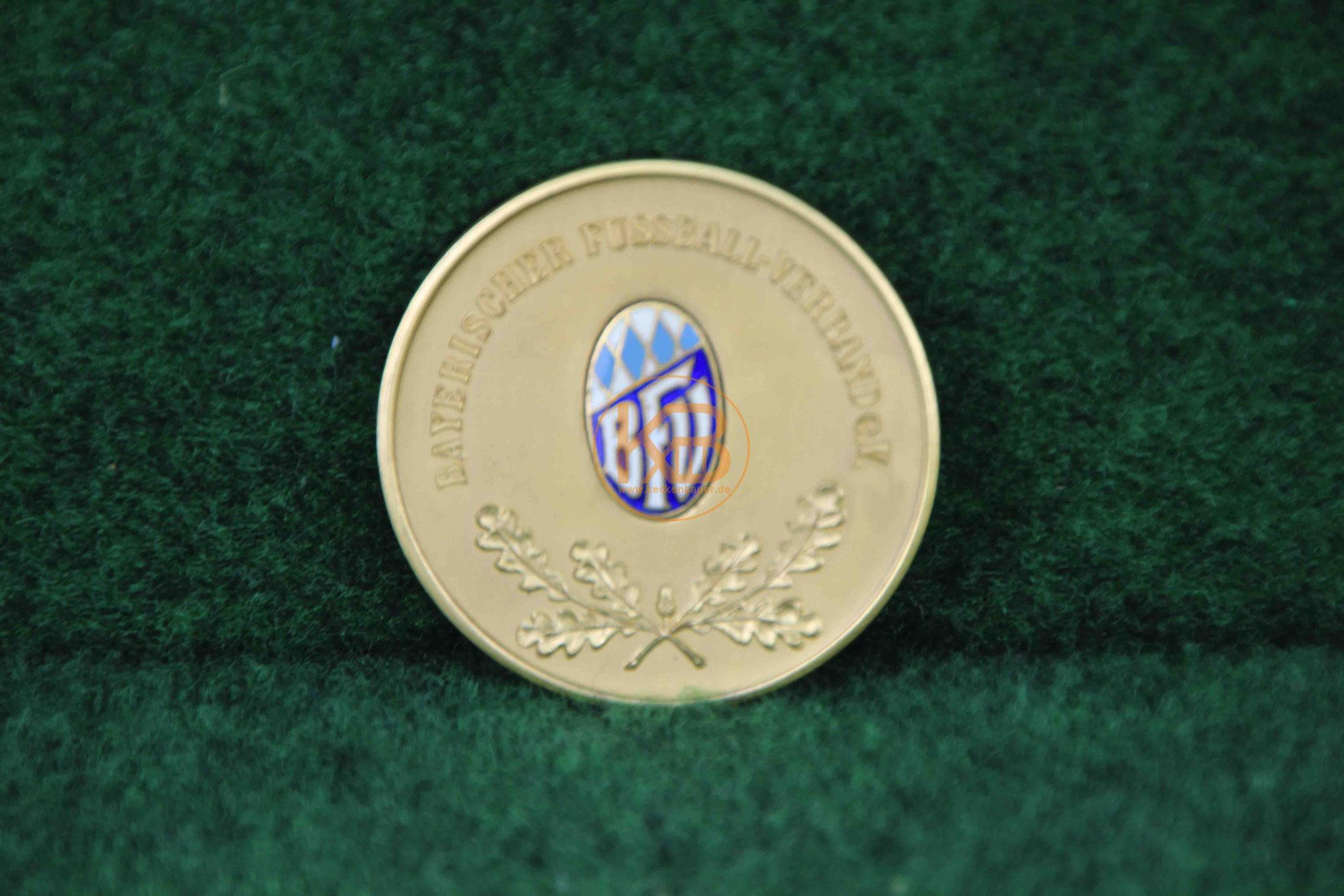 Original Münze des B.F.V. zum Gewinn des Bayern Pokal im Jahr 1967/68 in Gold 1/2