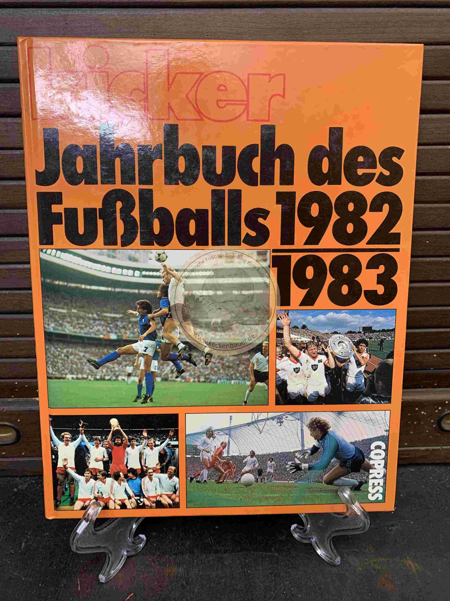 Kicker Jahrbuch des Fußballs 1982/1983 vom Copress Verlag.