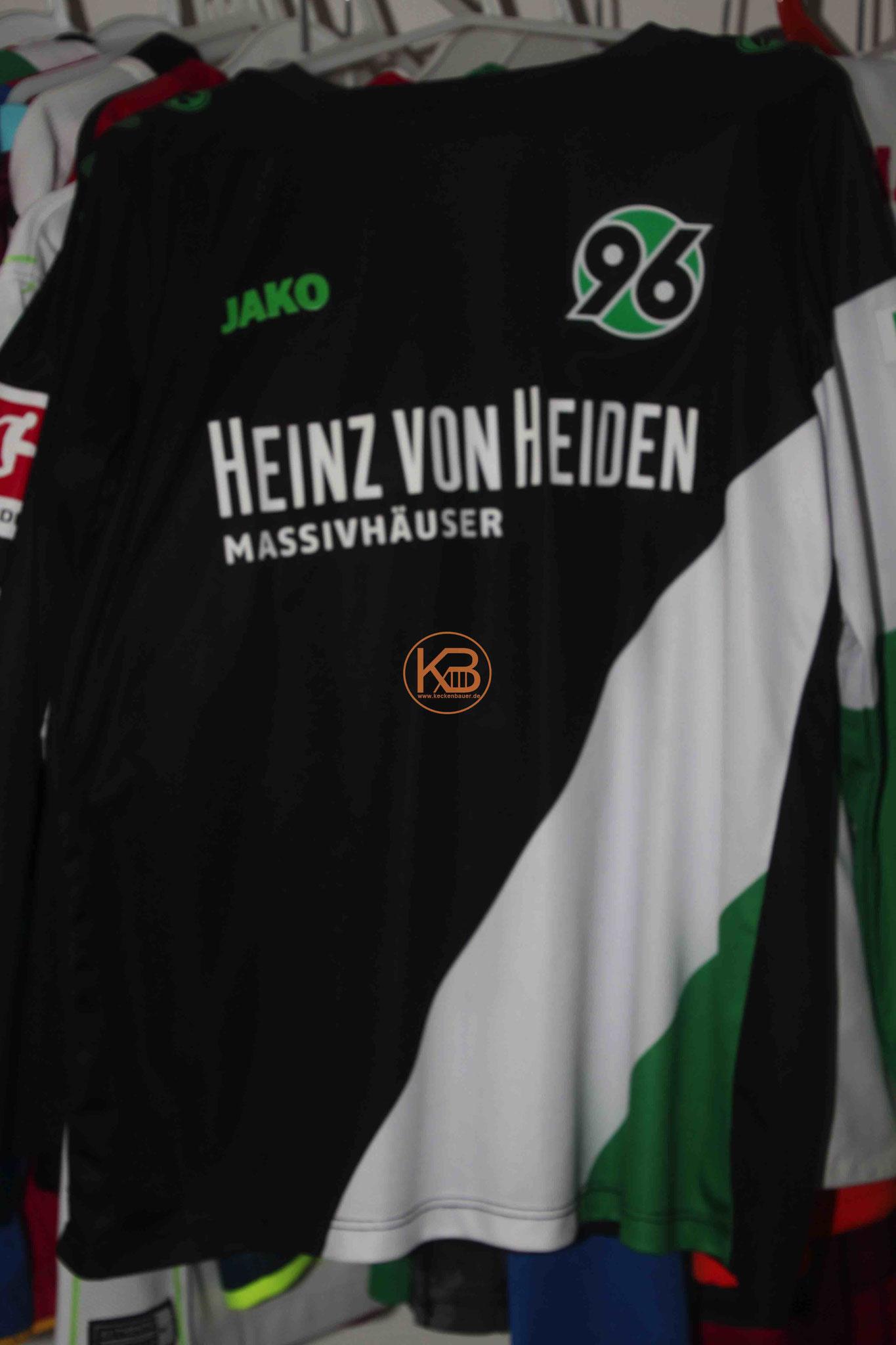 """Sondertrikot mit Eigennamen von Hannover96 mit """"seiner"""" Nummer 8 1/2"""