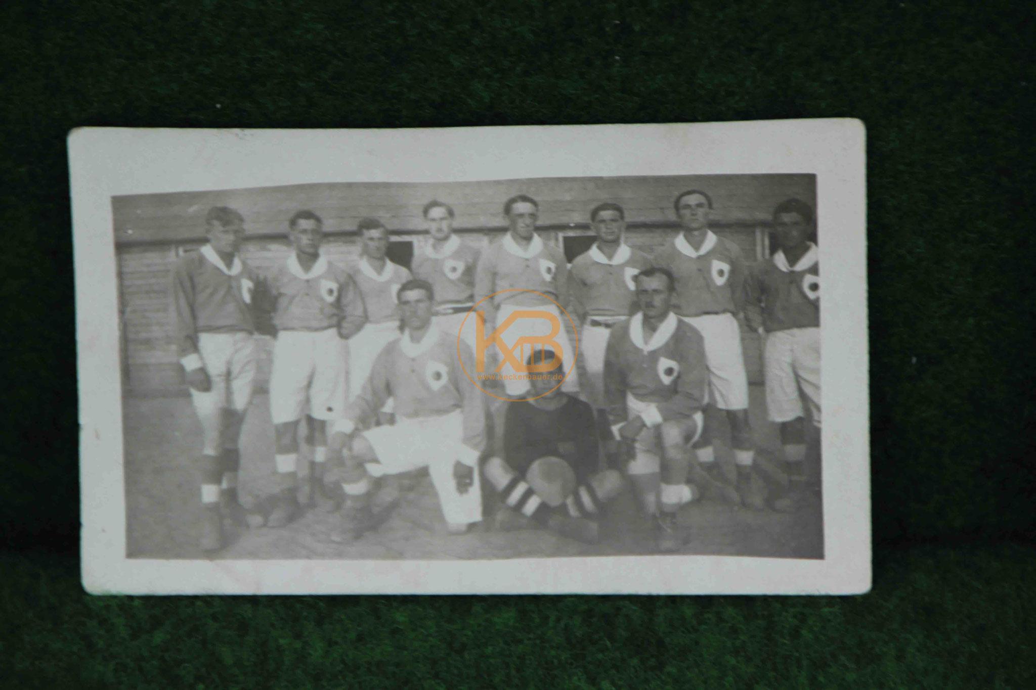 Foto einer Fußballmannschaft vermutlich in Leipzig um 1935