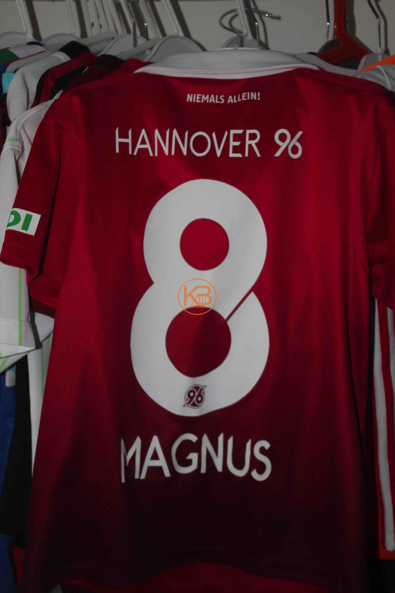 """Trikot mit Eigennamen von Hannover96 mit """"seiner"""" Nummer 8 2/2"""
