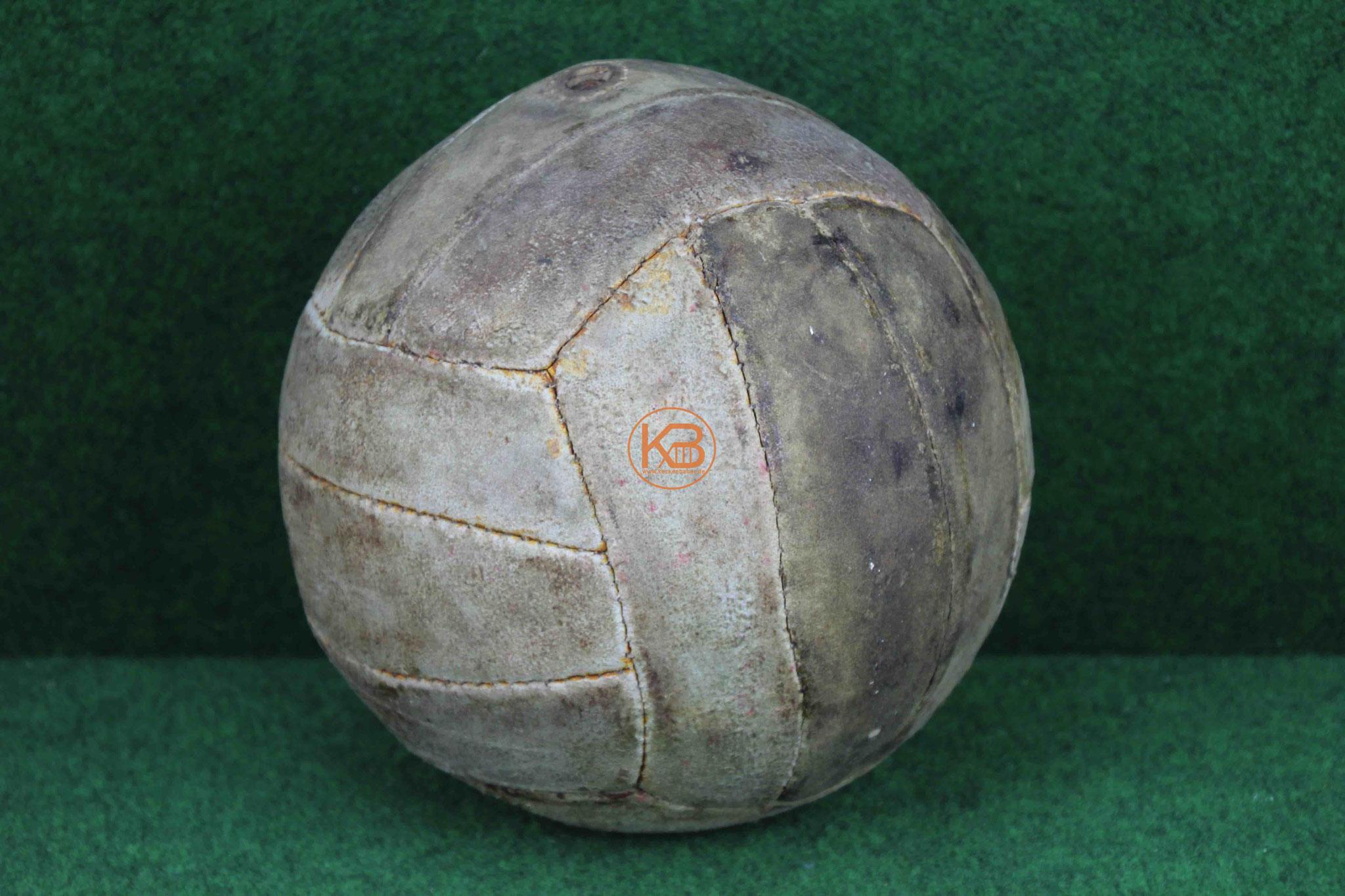 Alter Lederball aus den 1950ern