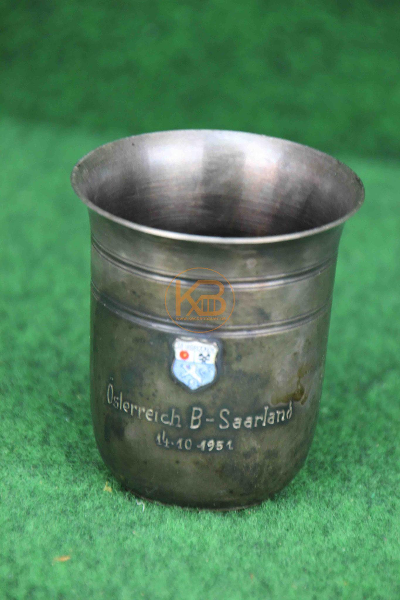 Erinnerungsbecher vom Länderspiel Saarland gegen Österreich am 14.10.1951 in dem Österreich mit 4.1 in Wien gewonnen hat.