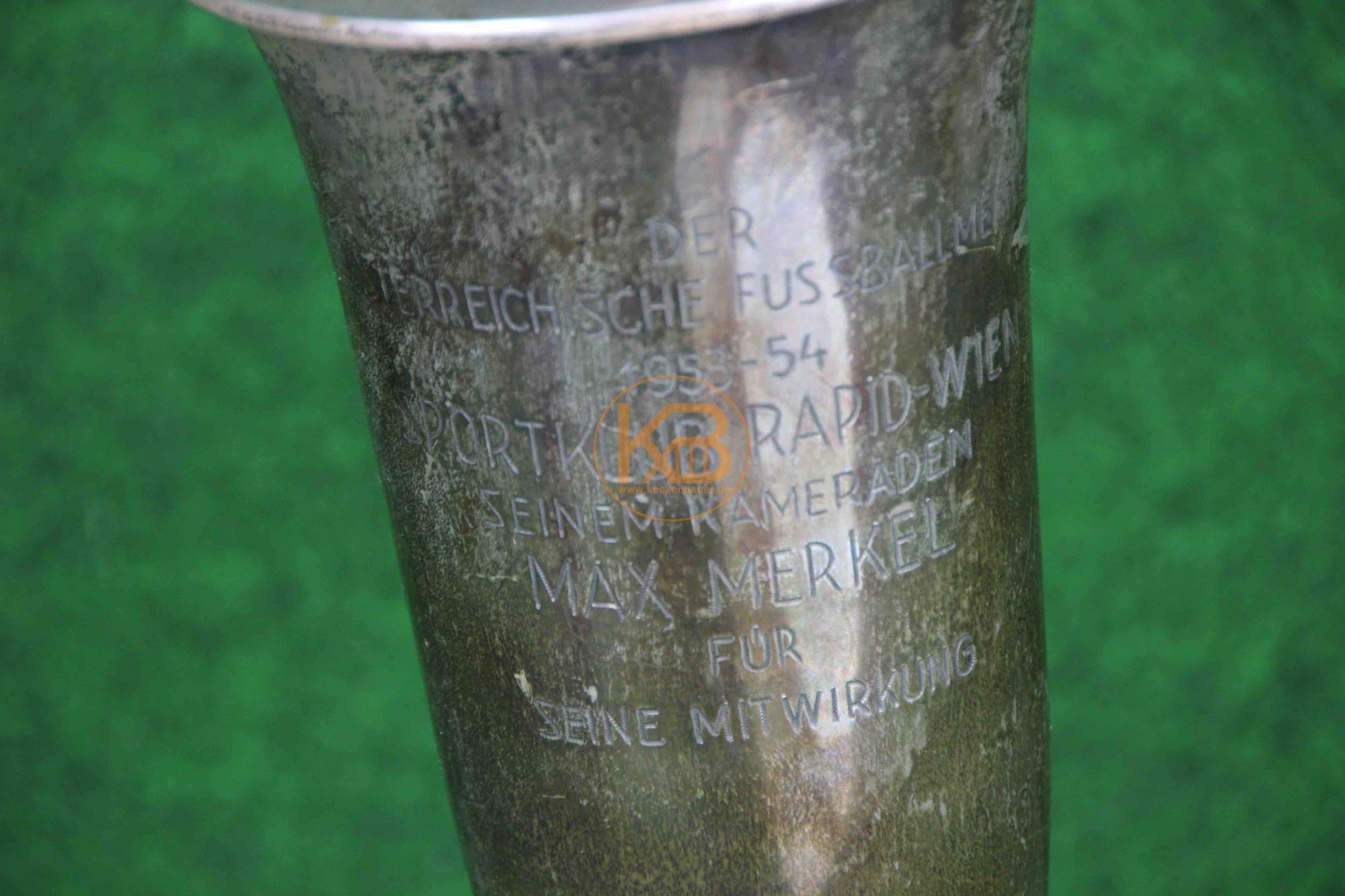 Ein Pokal, den Max Merkel für seine Verdienste bei der Meisterschaft mit Rapid Wien 1953/54 erhalten hat. 2/2