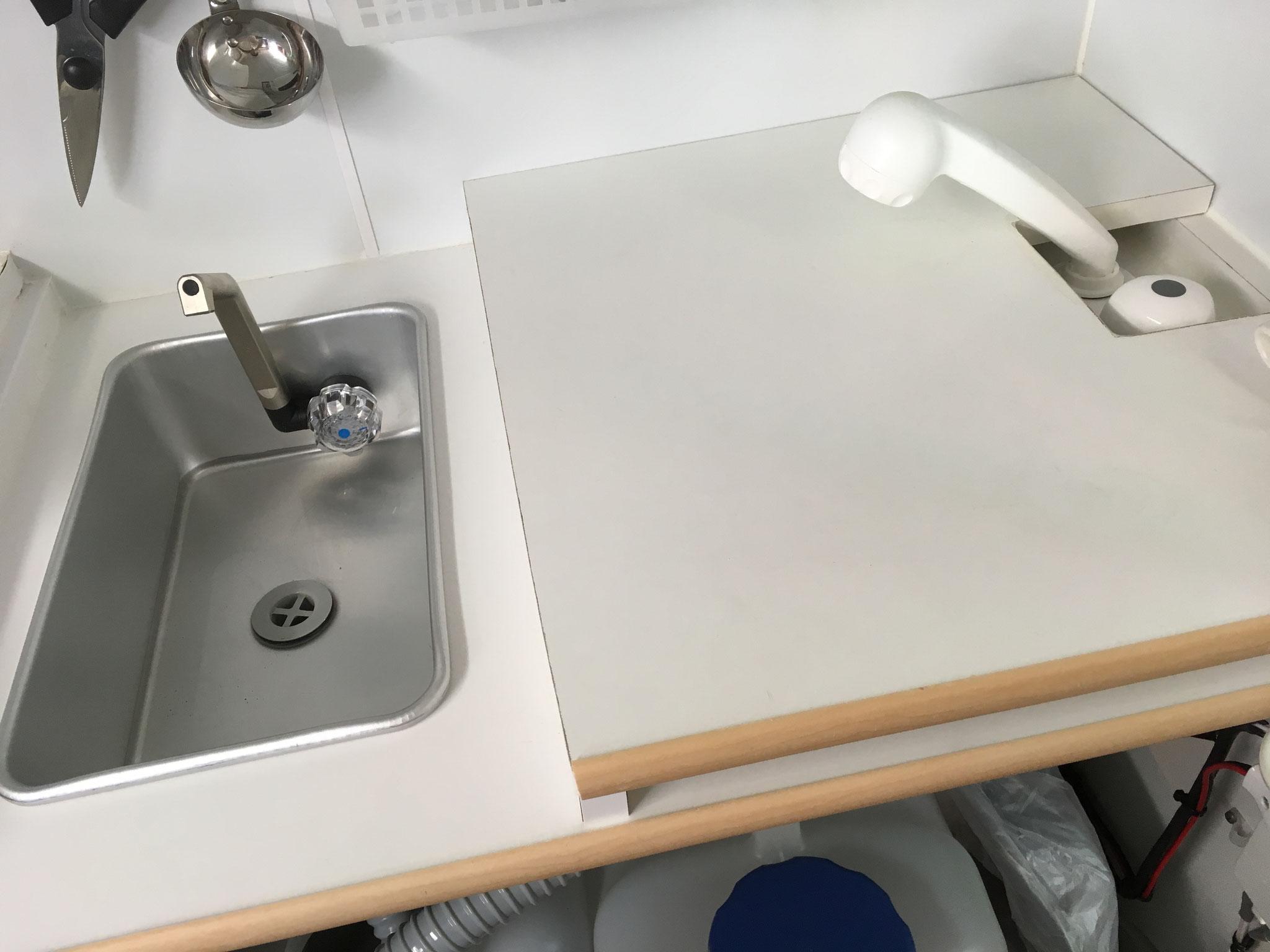 可変式シャワーヘッド2層シンク