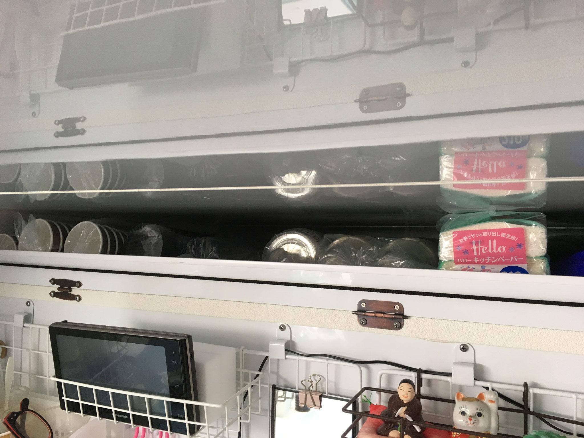 運転席、助手席上部収納庫