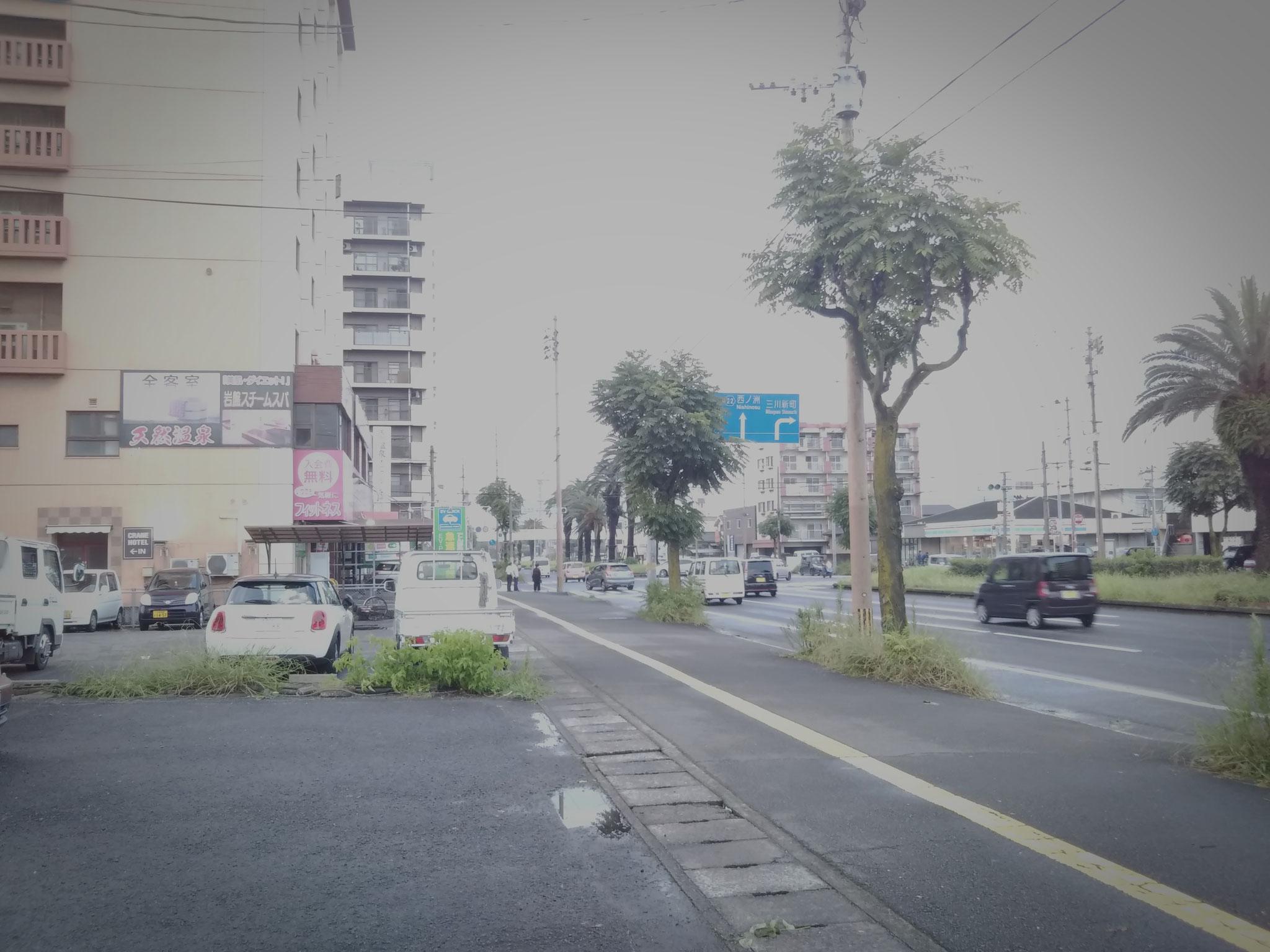 高城駅前から日本製鉄へ向かって左側にあります