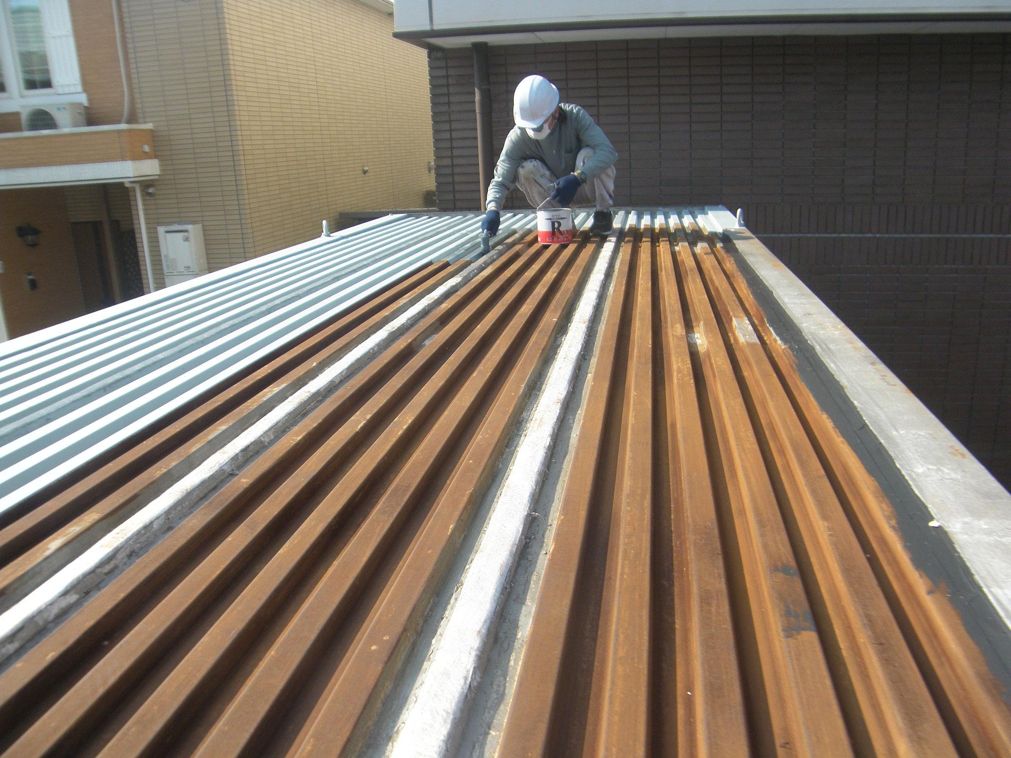 コンテナ屋根防錆塗装:工程写真