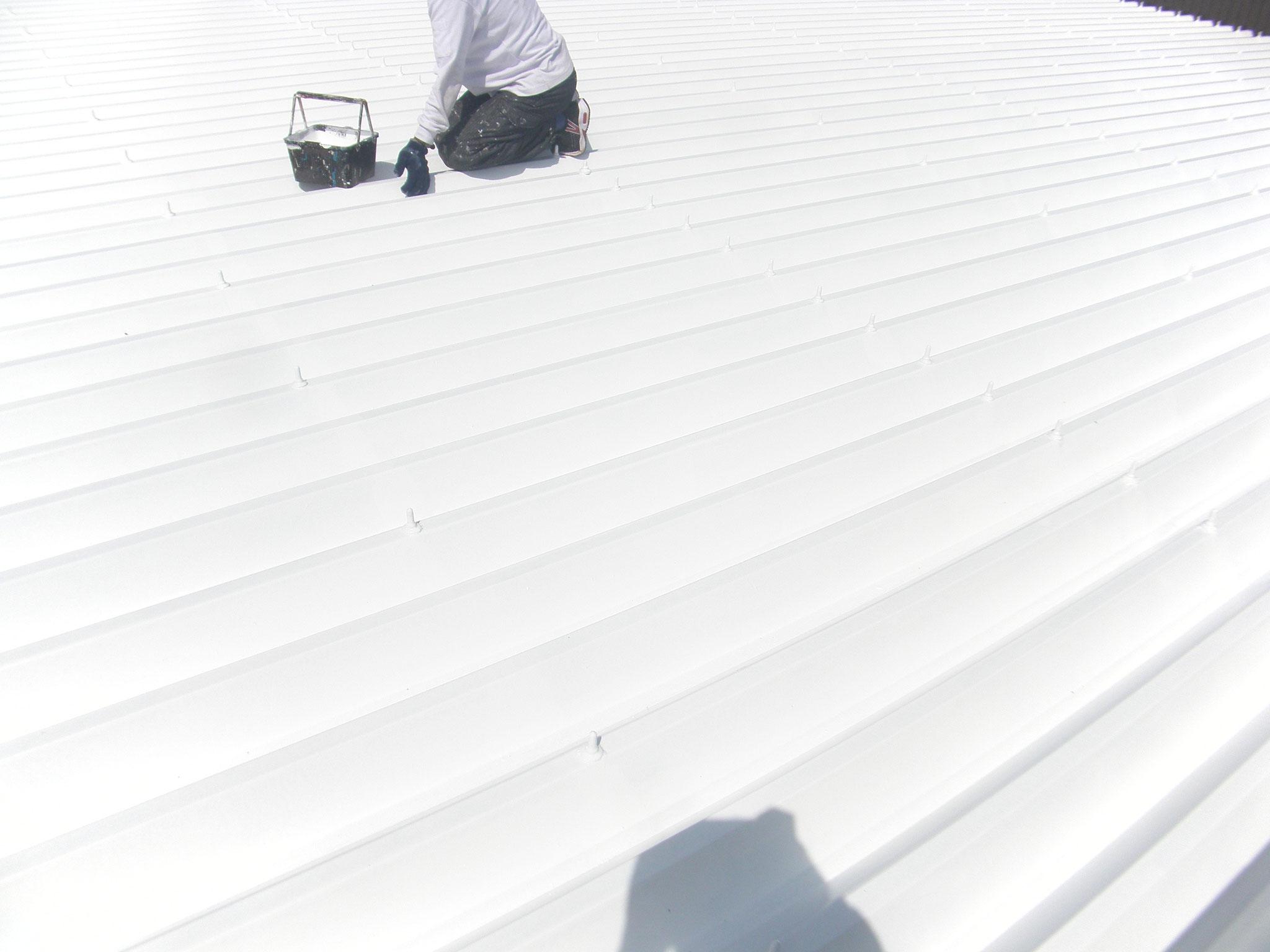 倉庫屋根遮熱塗装工事:工程写真