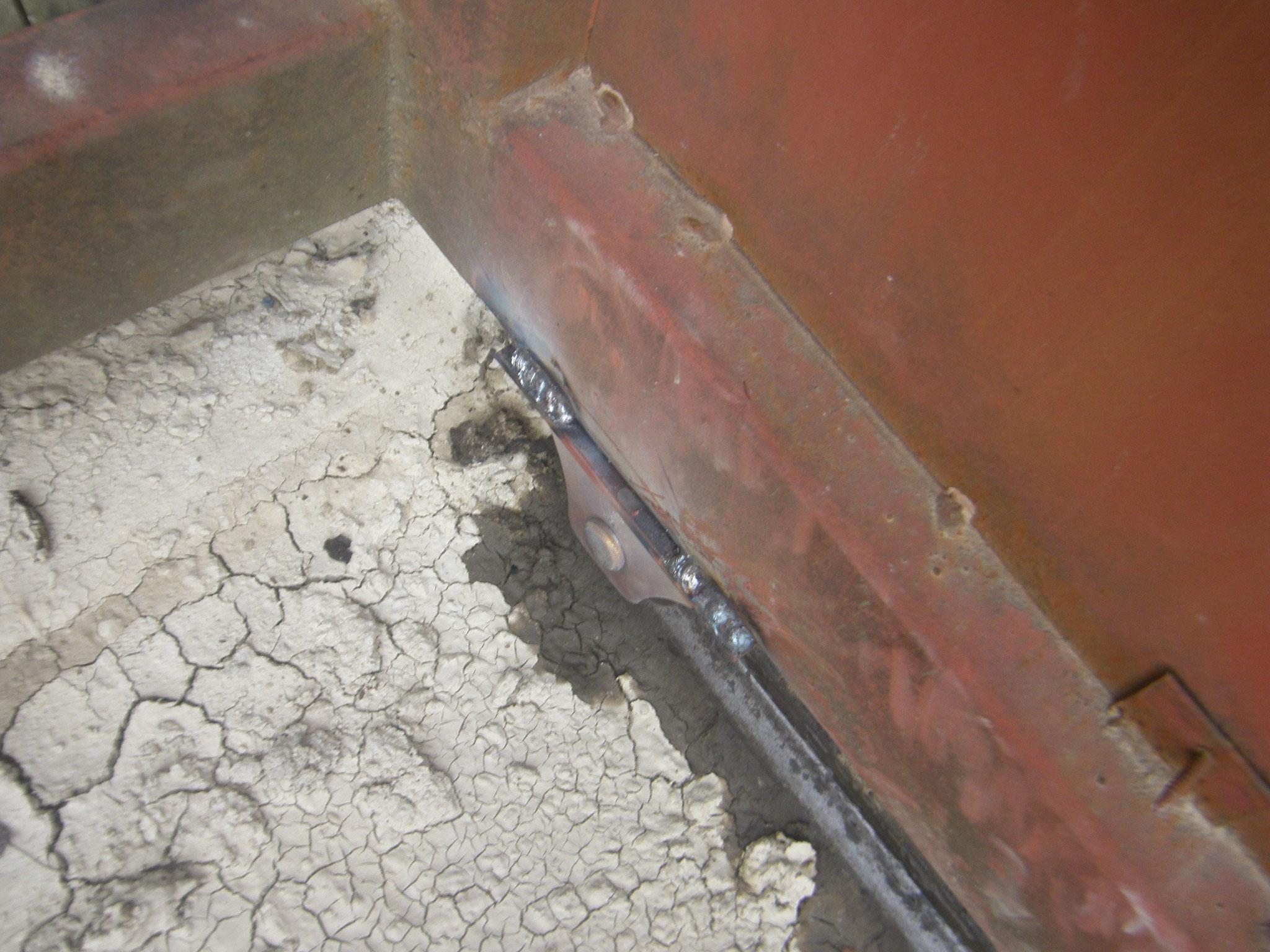 鉄製引戸の戸車交換:工程写真