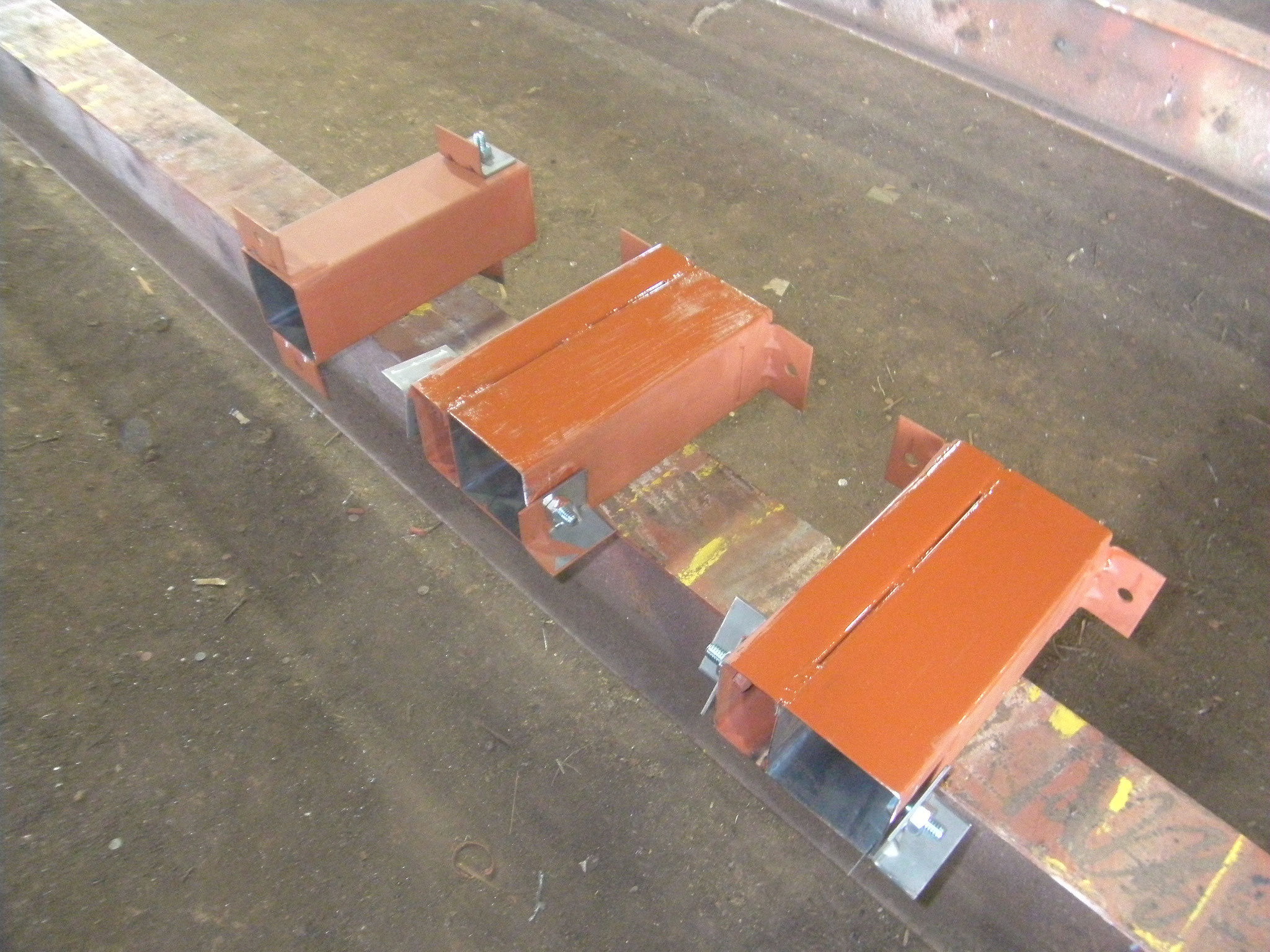 重量シャッター鉄骨下地の工程写真