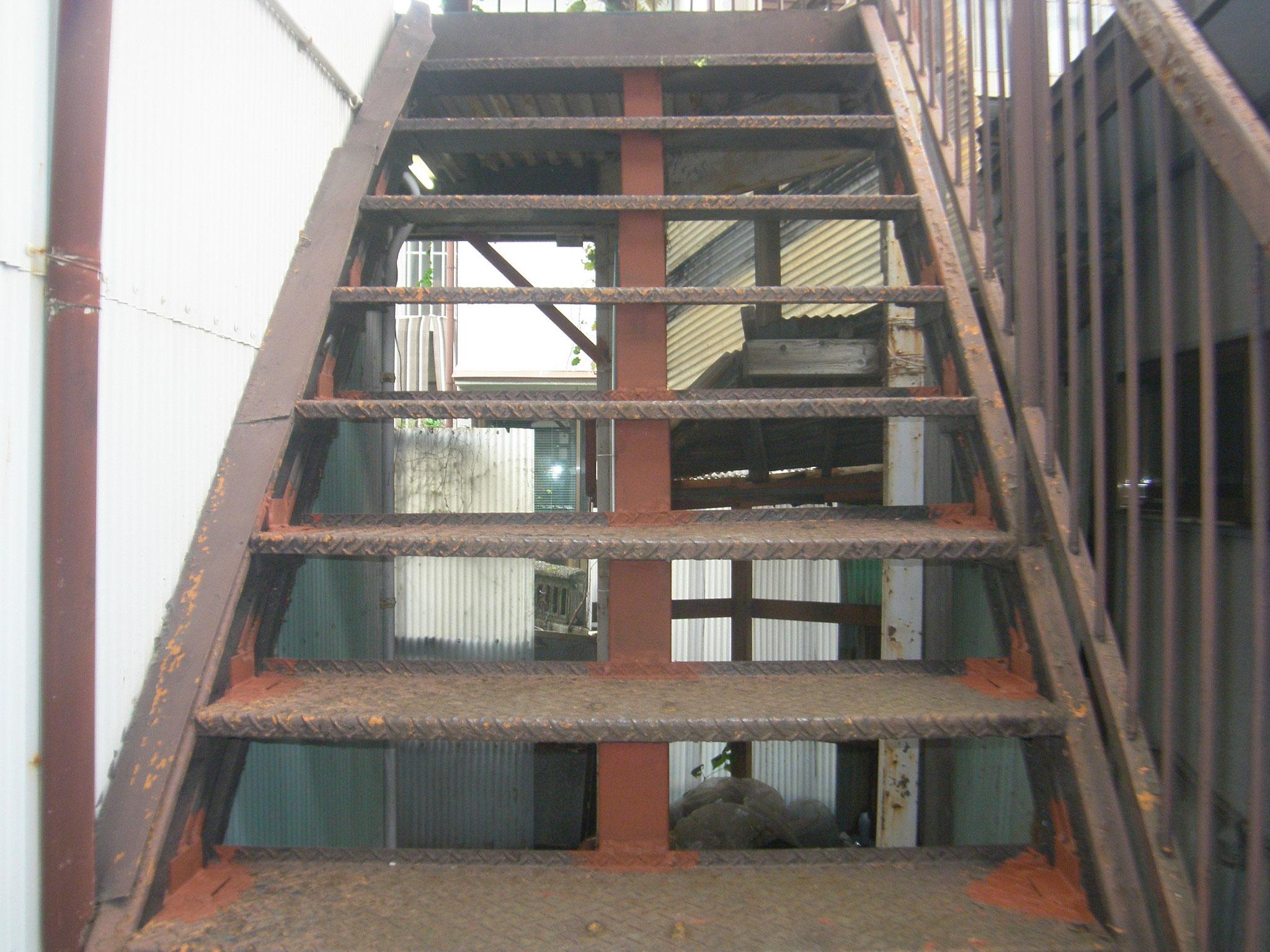 階段・通路の鉄骨補強:工程写真