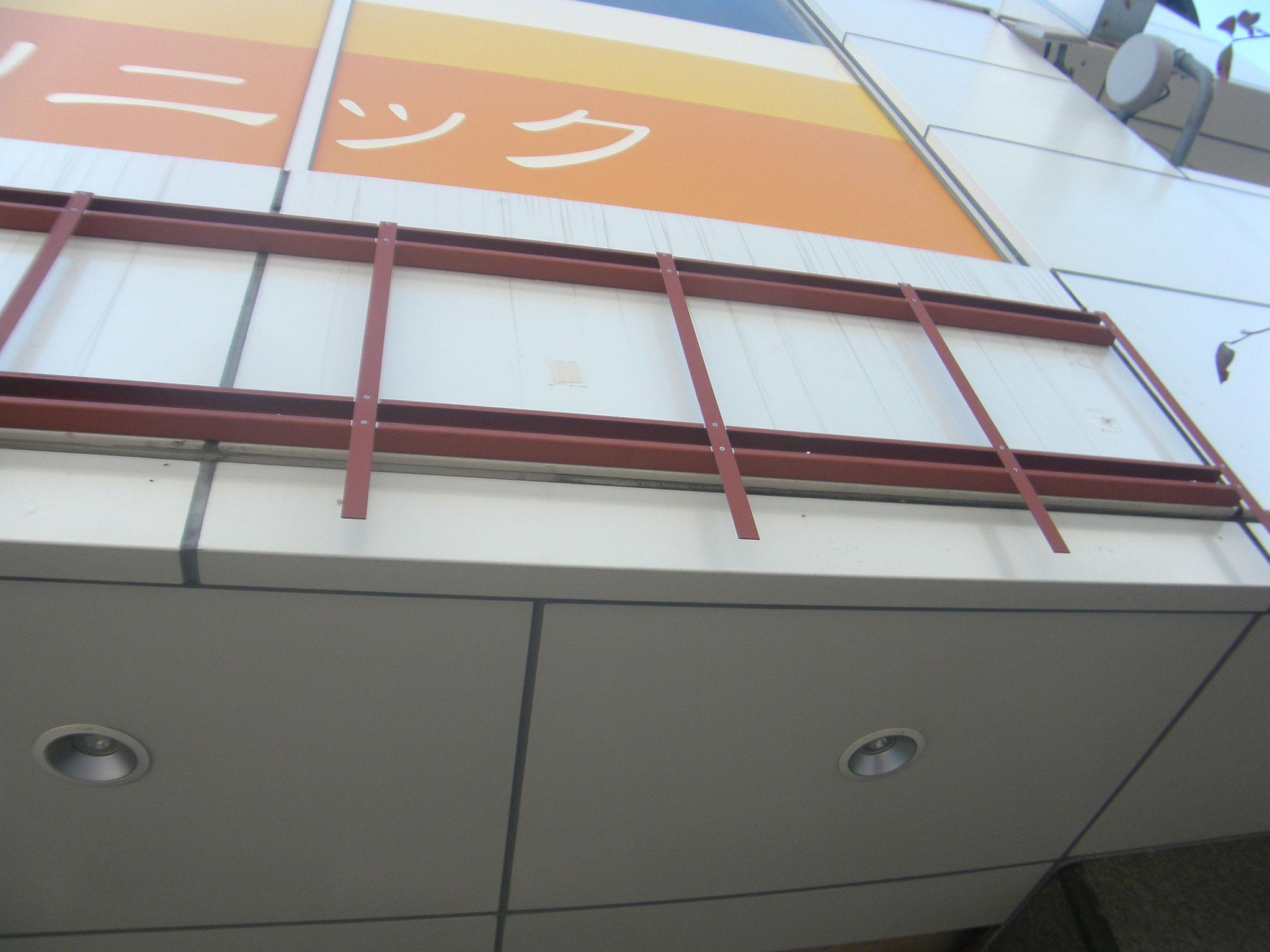 コンビニ壁付看板鉄骨の工程写真