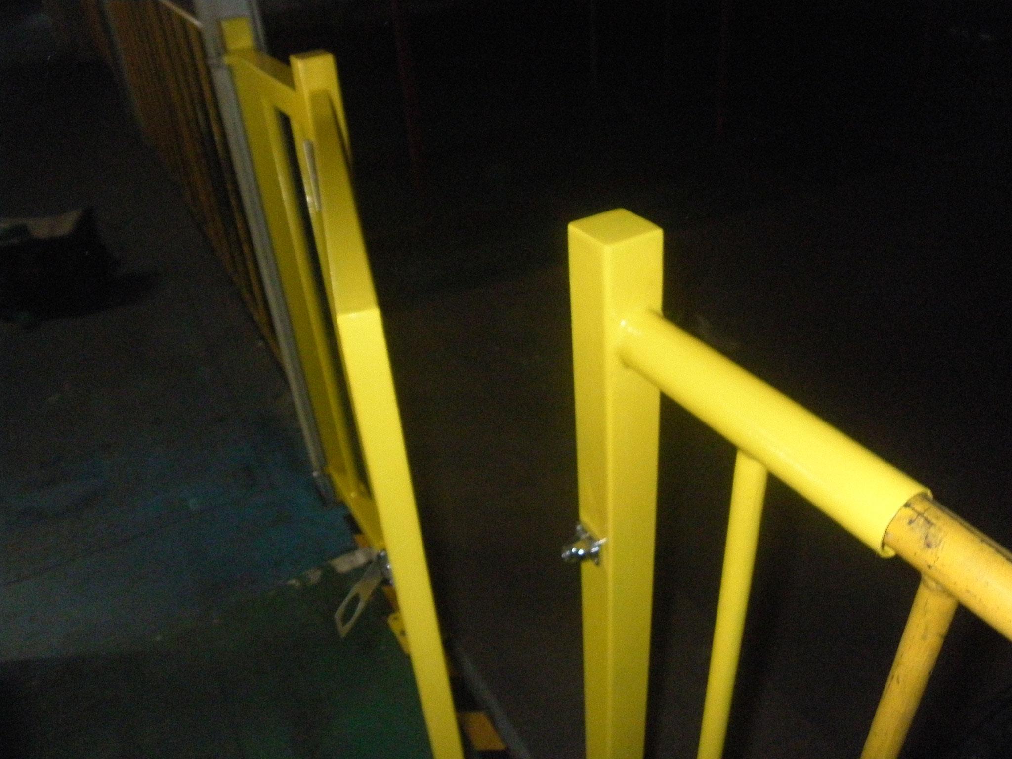 通路開口部安全柵工事:工程写真