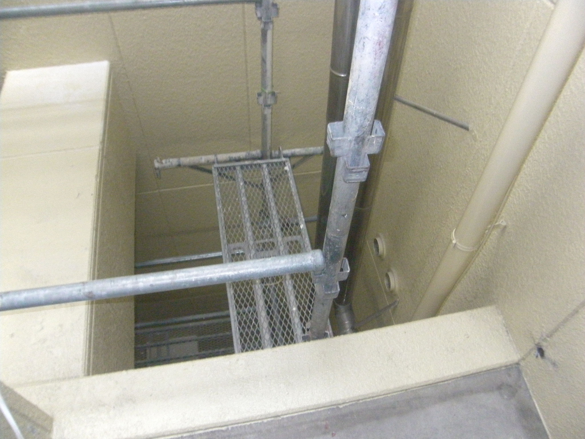 吹抜け部床下地鉄骨工事:工程写真