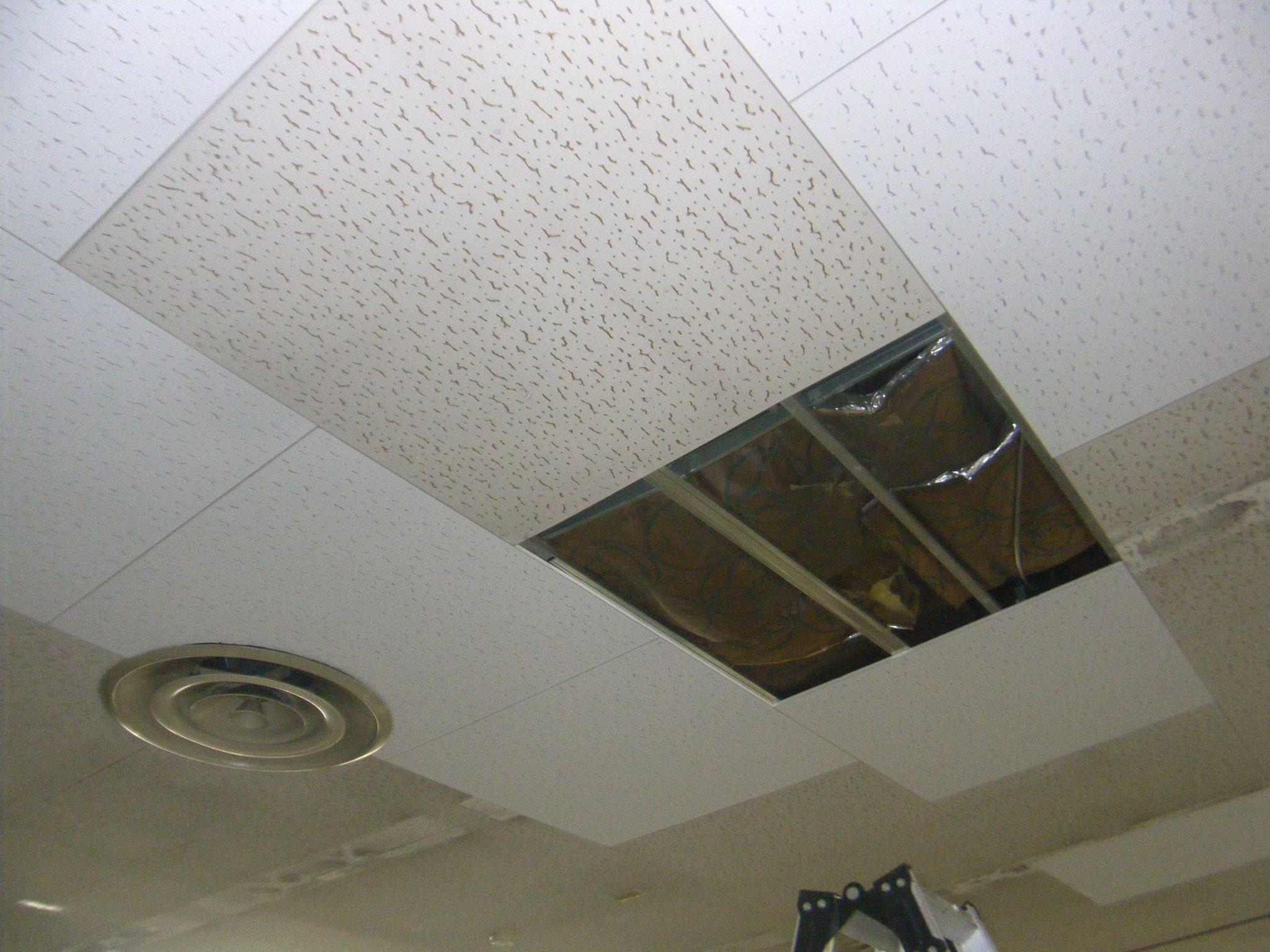 リフト破損の内装修理:工程写真