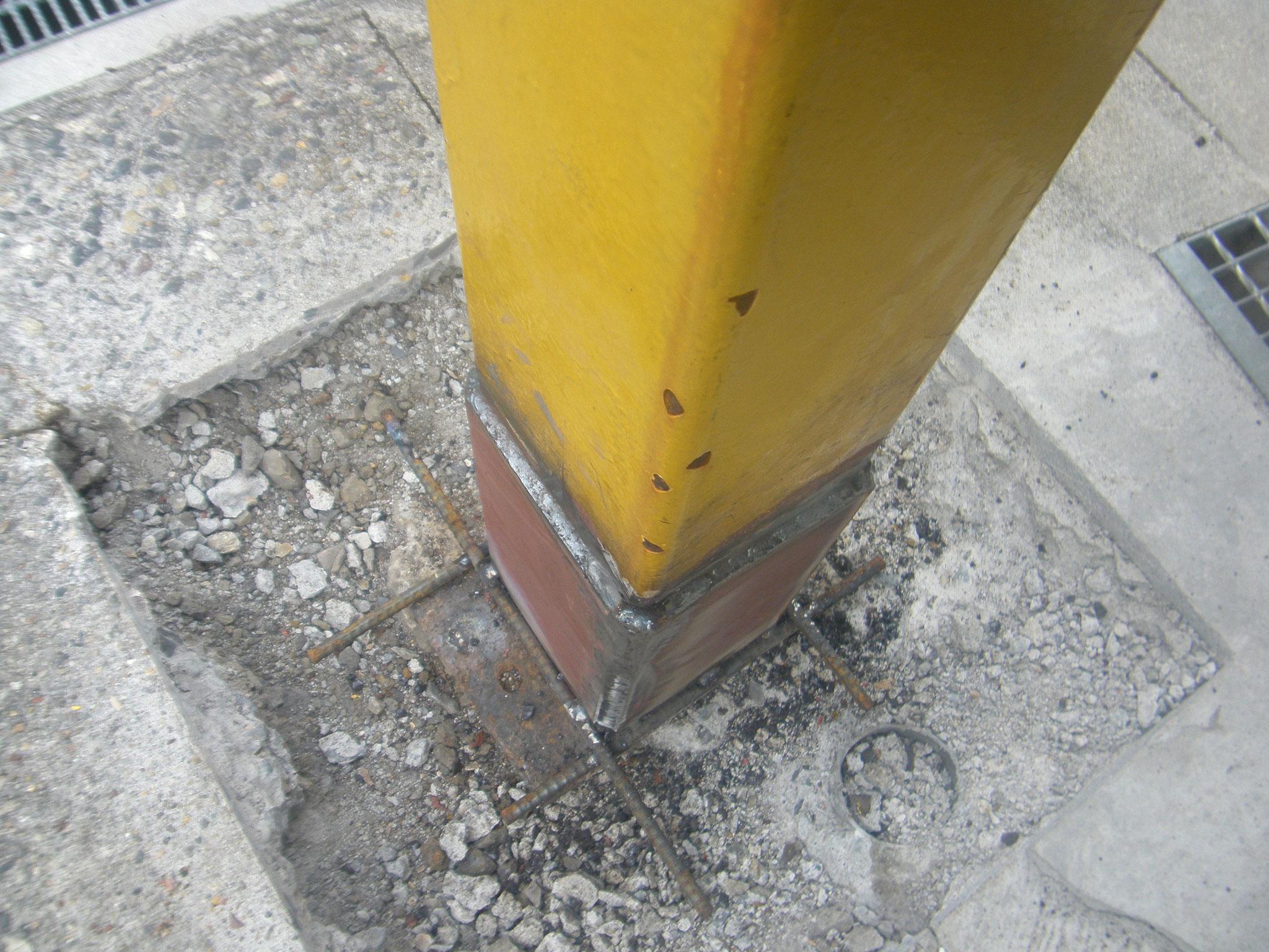 鉄骨柱腐食穴補強工事の工程写真