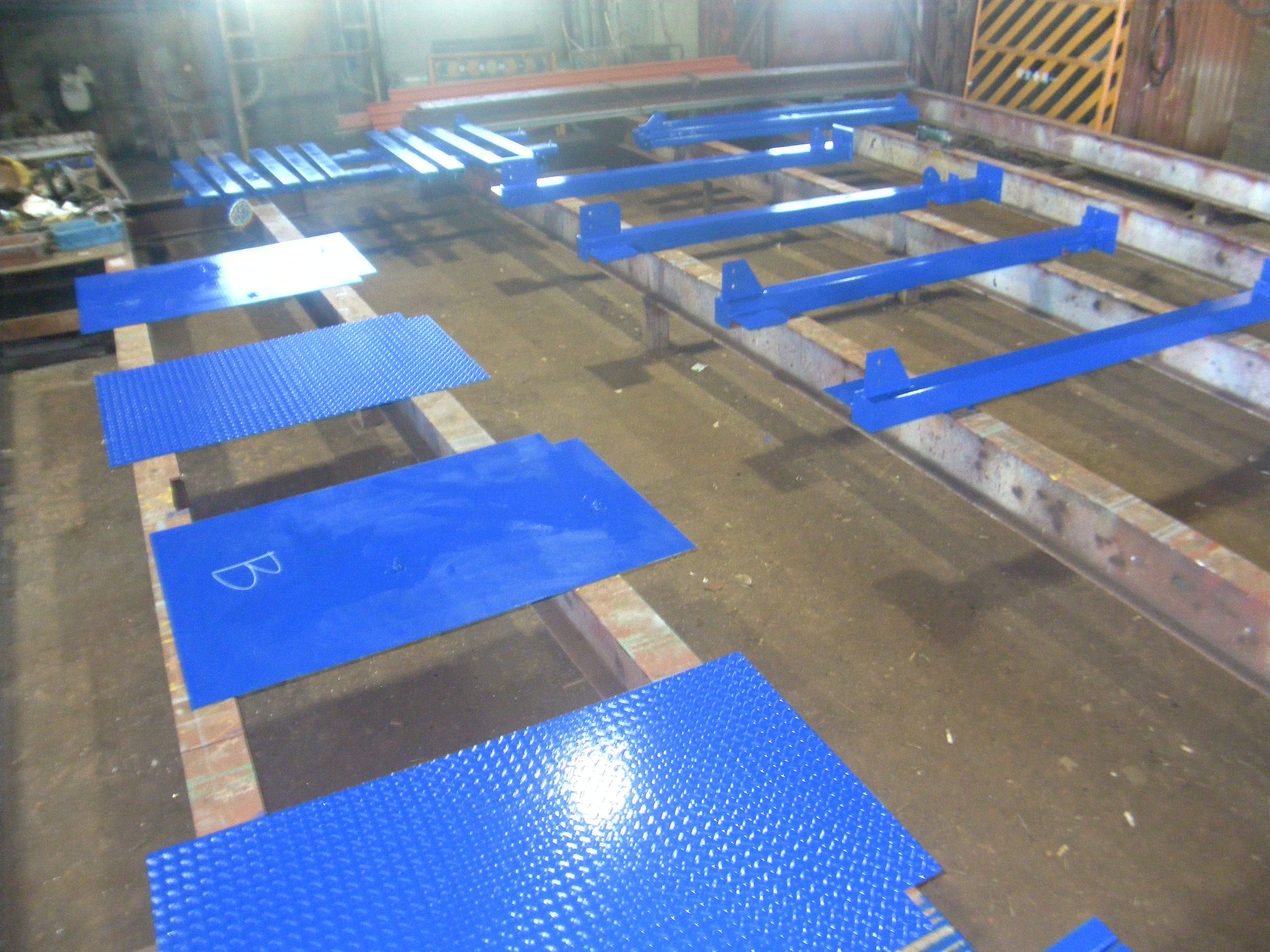 屋根付き電設架台工事:工程写真