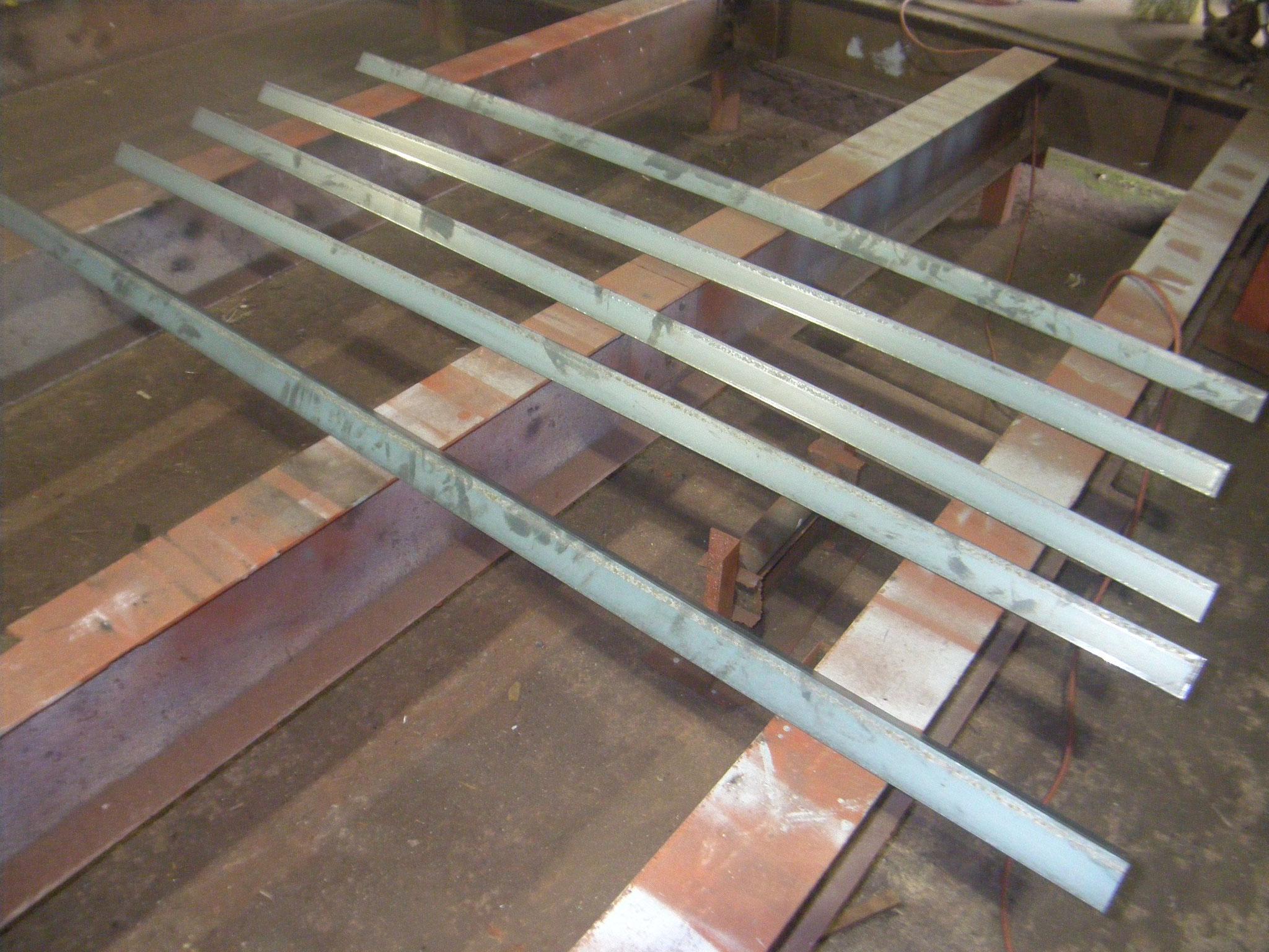 店舗囲い鉄骨補強工事の工程写真