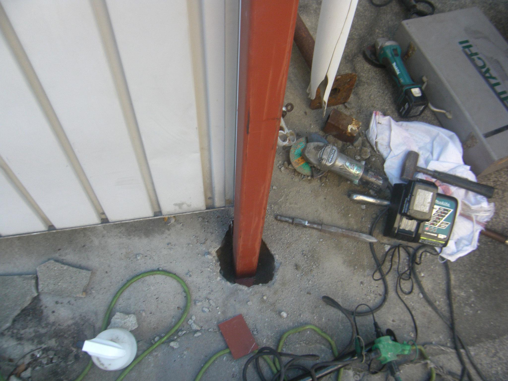 駐輪場柱補強工事:工程写真