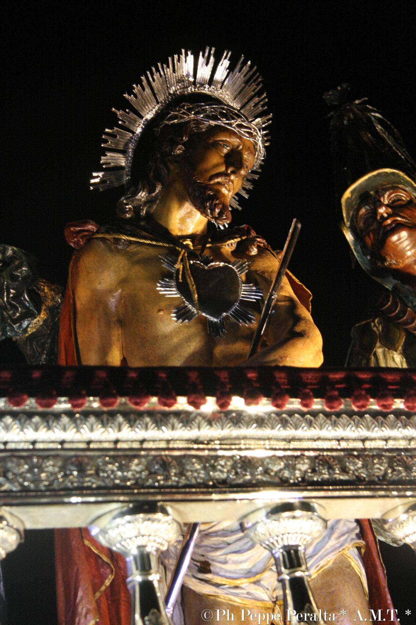 Prezioso ornamento del balcone rivestito in argento
