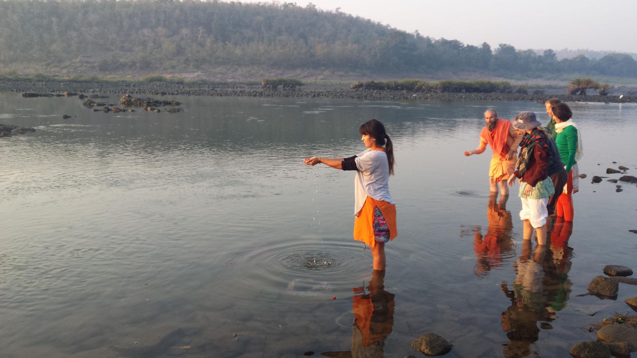 Rituelle Reinigung im heiligen Fluß