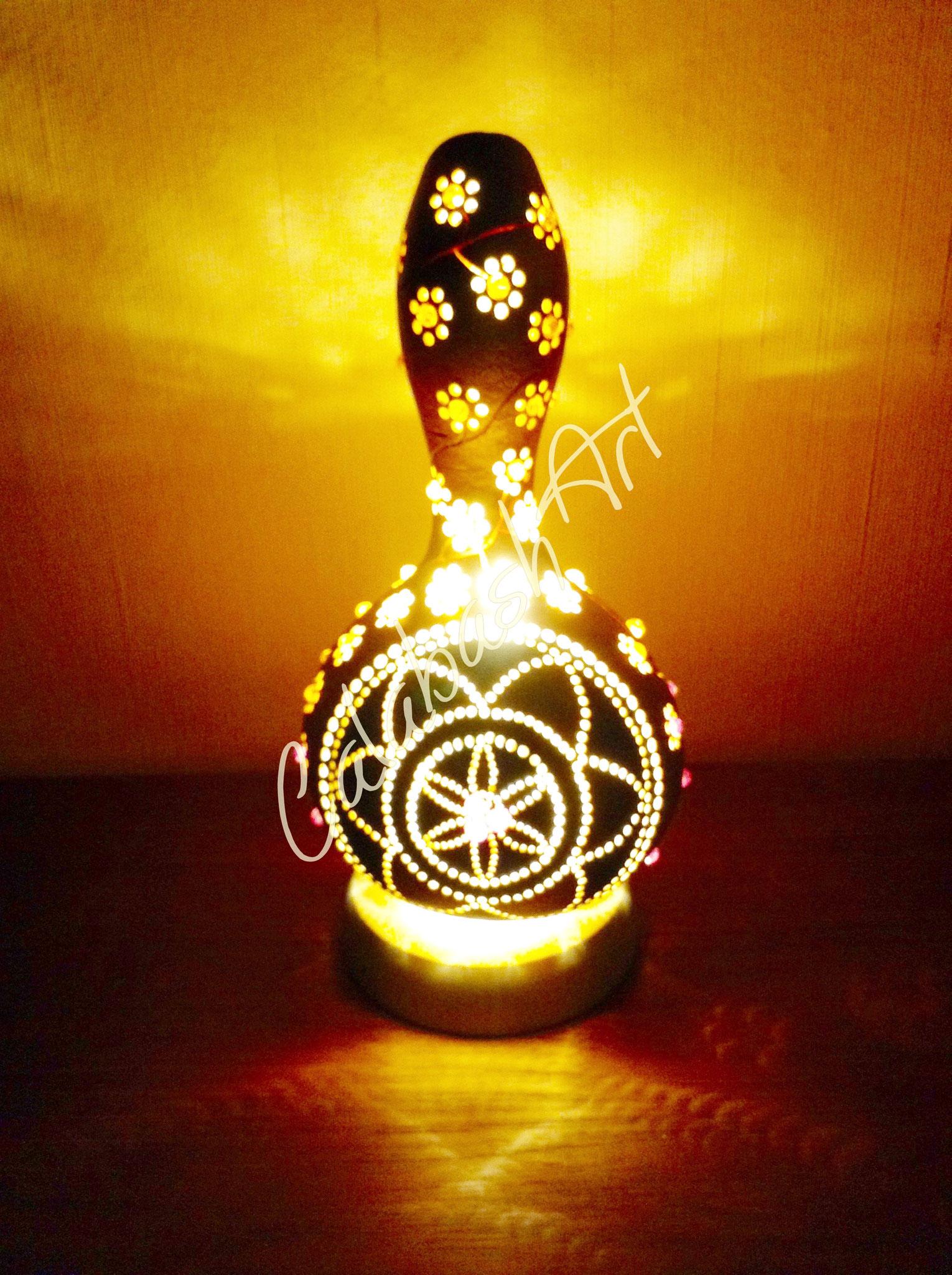 "Tischlampe, Kalebasse ""Blütenranke"" beleuchtet, CalabashArt"