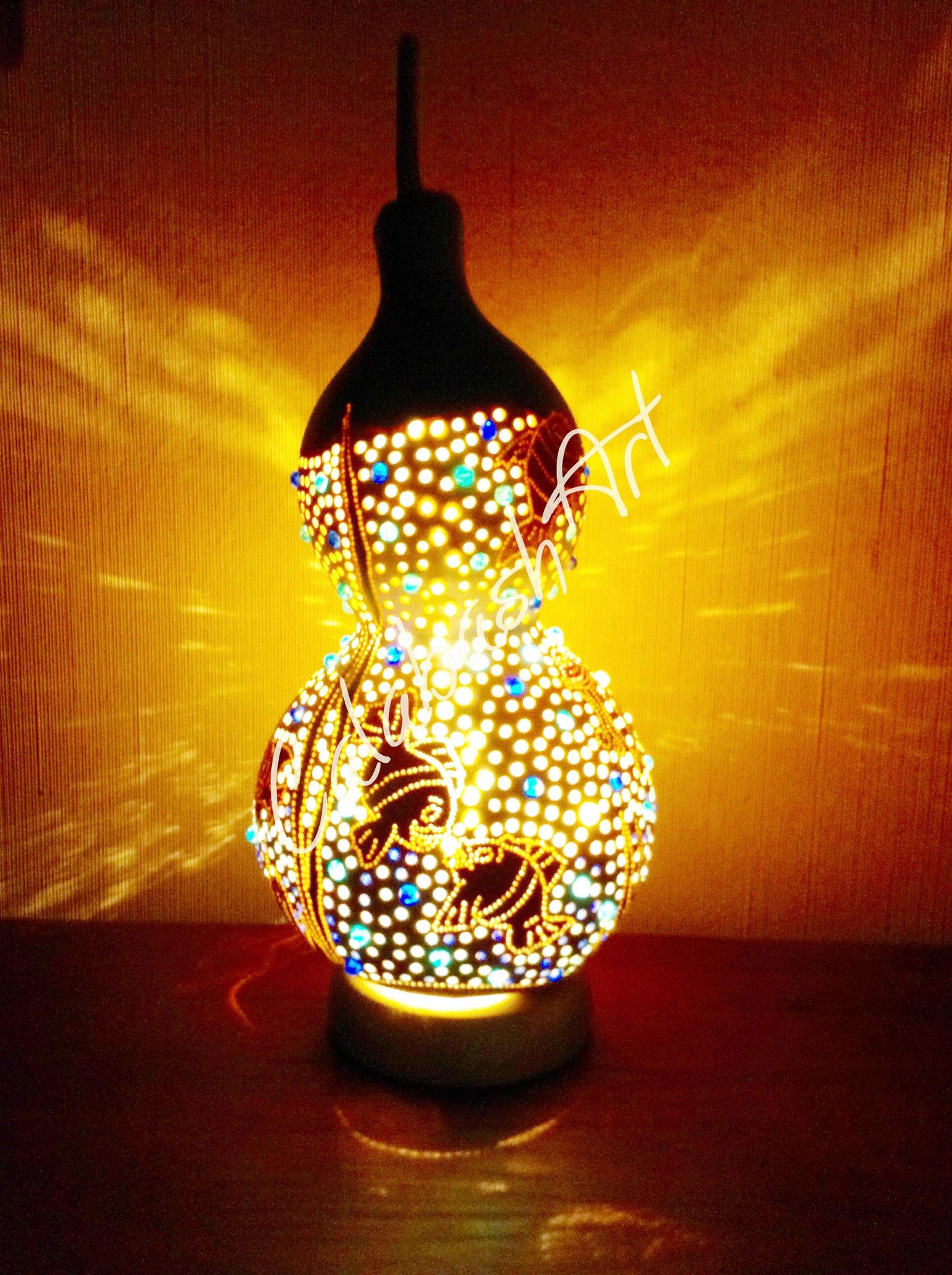 "Tischlampe, Kalebasse ""Unter dem Meer"" beleuchtet, CalabashArt"
