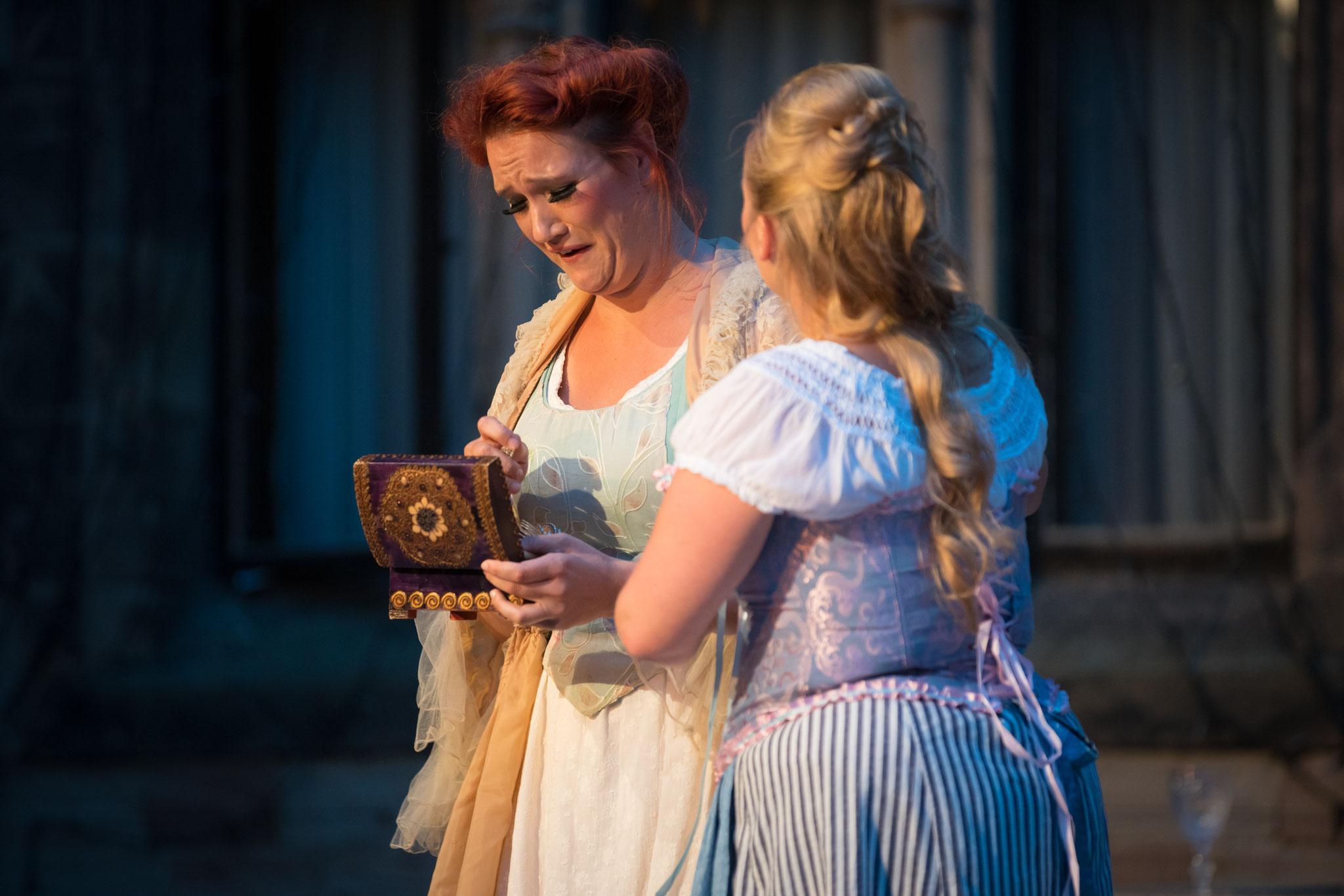Marthe Schwerdtlein (Gounod: Faust, Schlossfestspiele Wernigerode, August 2017, @Henrik Bollmann)