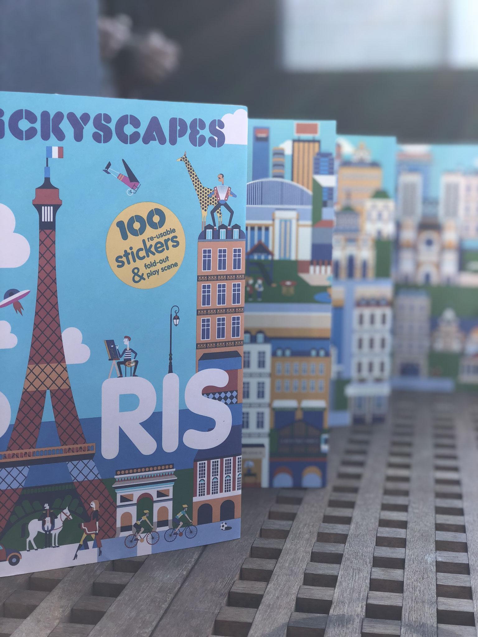 100枚のステッカー付!蛇腹状のページを広げると幅120センチのパリ、ロンドンの街が広がります!