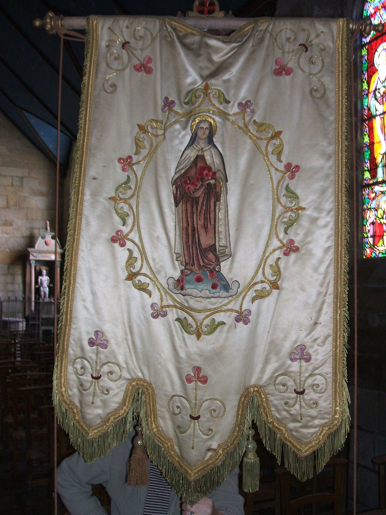 Bannière de l'école Notre-Dame du Juch, Vierge.