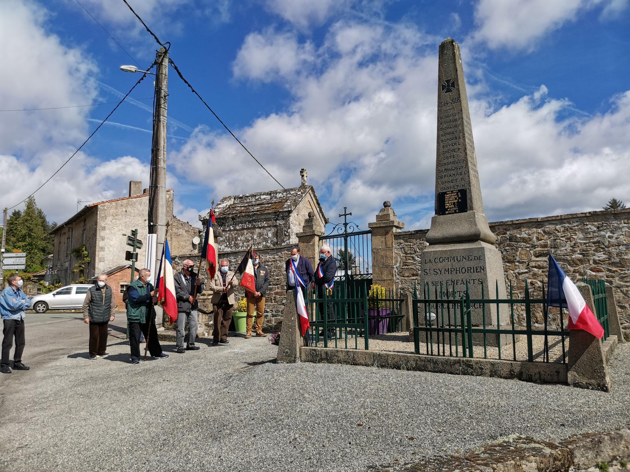 Monuments aux morts  - St Symphorien sur Couze -