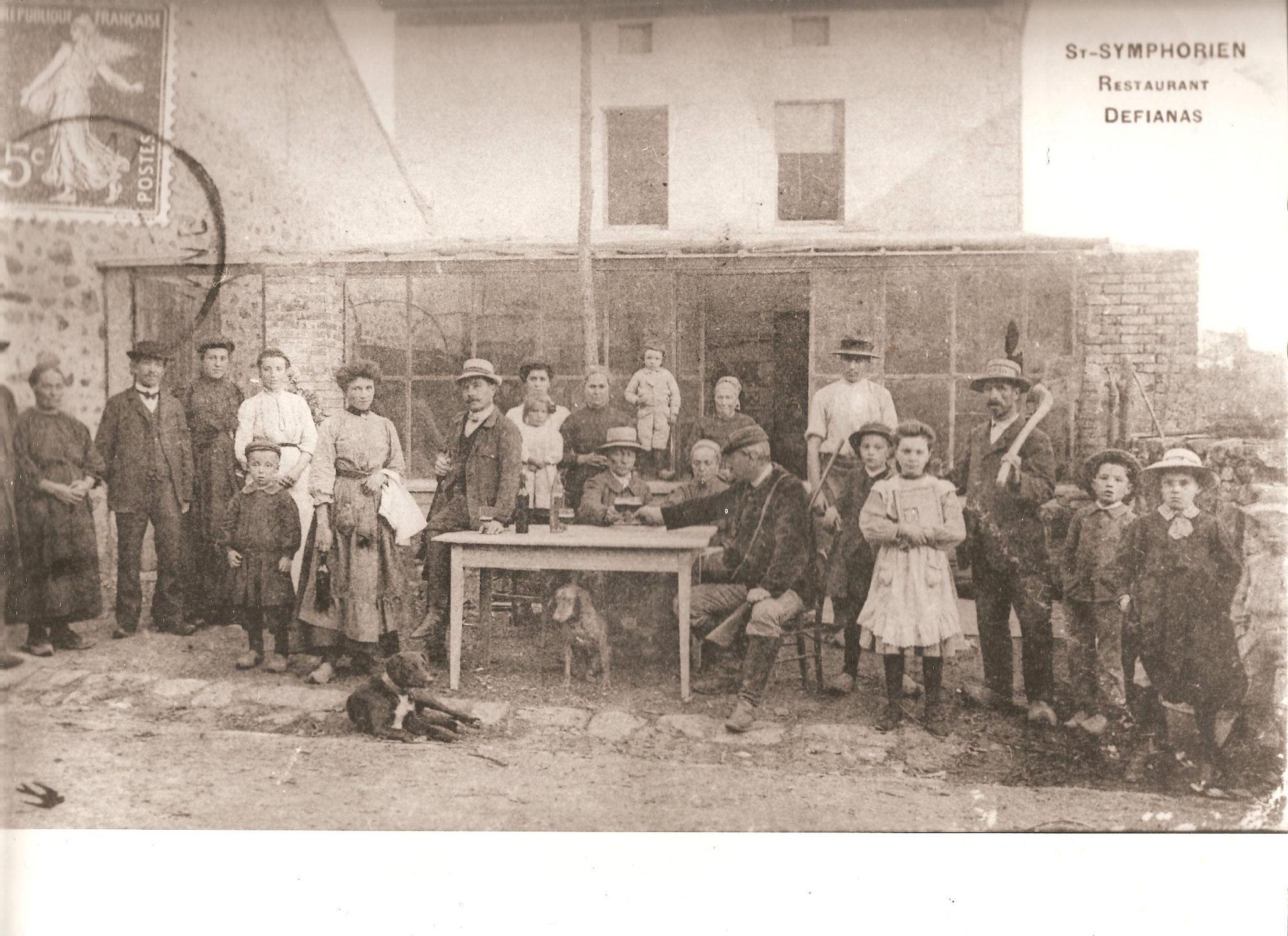 Restaurant au siècle dernier à St Symphorien sur Couze