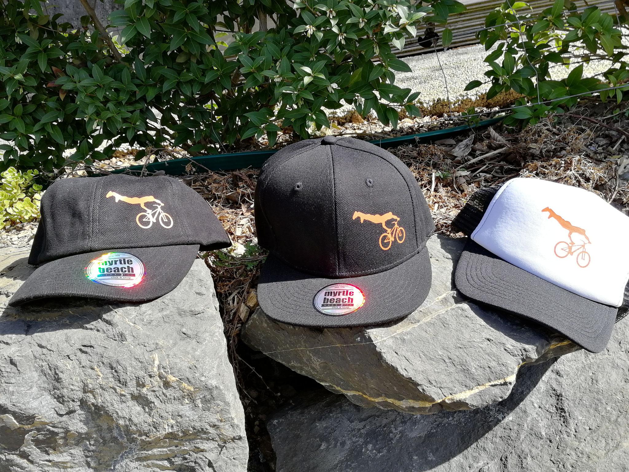 Dir gefallen unsere Fanartikel, T-Shirt, Trikots & Caps? Melde dich unten beim Mailkontakt wir informieren dich gerne.