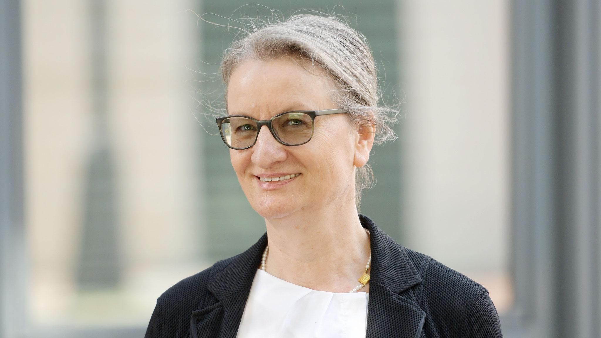 Gabriela von Rönn (1. Vorsitzende)