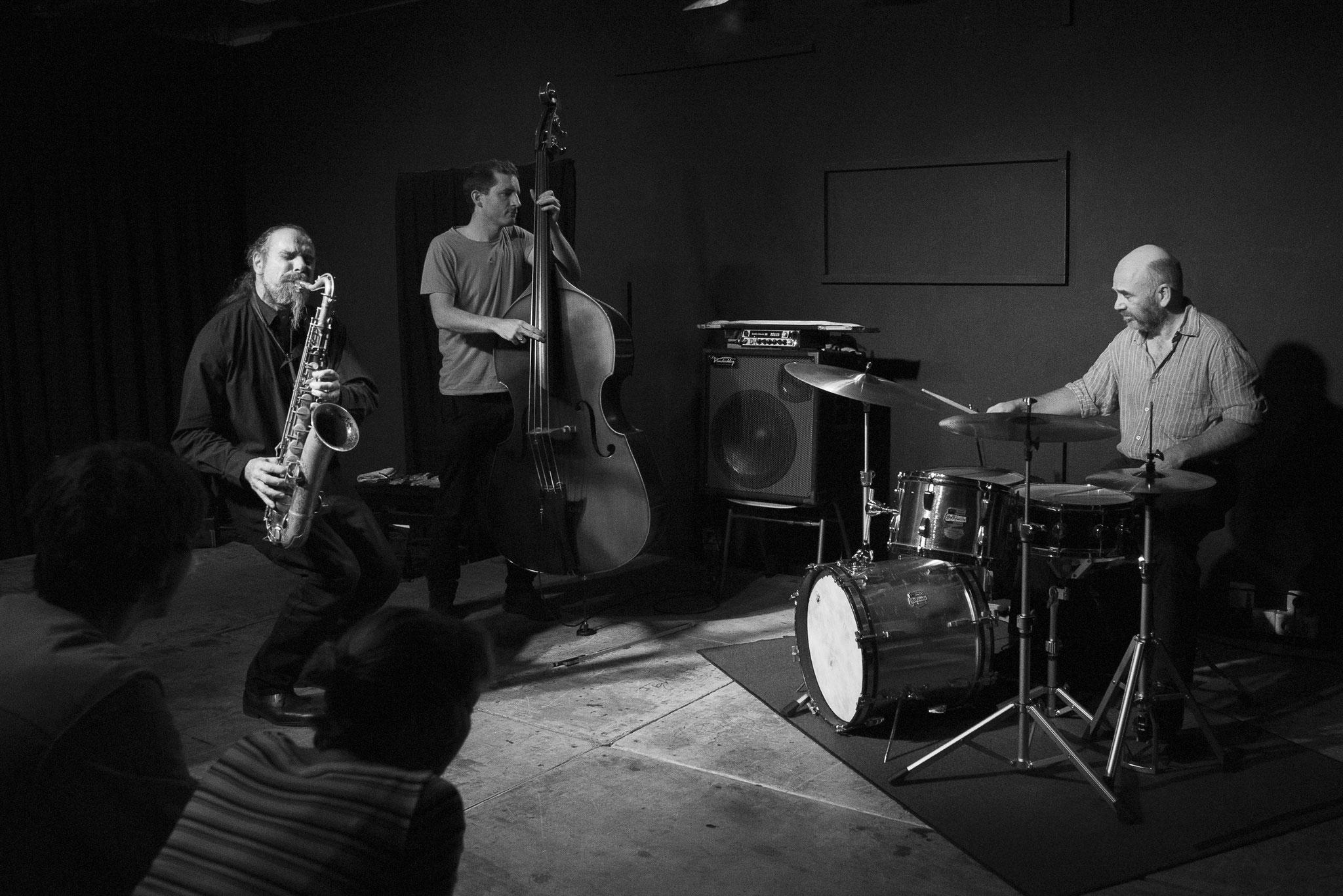 "Hiby/Bardon/Hession Wuppertal ""Jazz Club Loch"" 2019  © Antje Zeis-Loi"