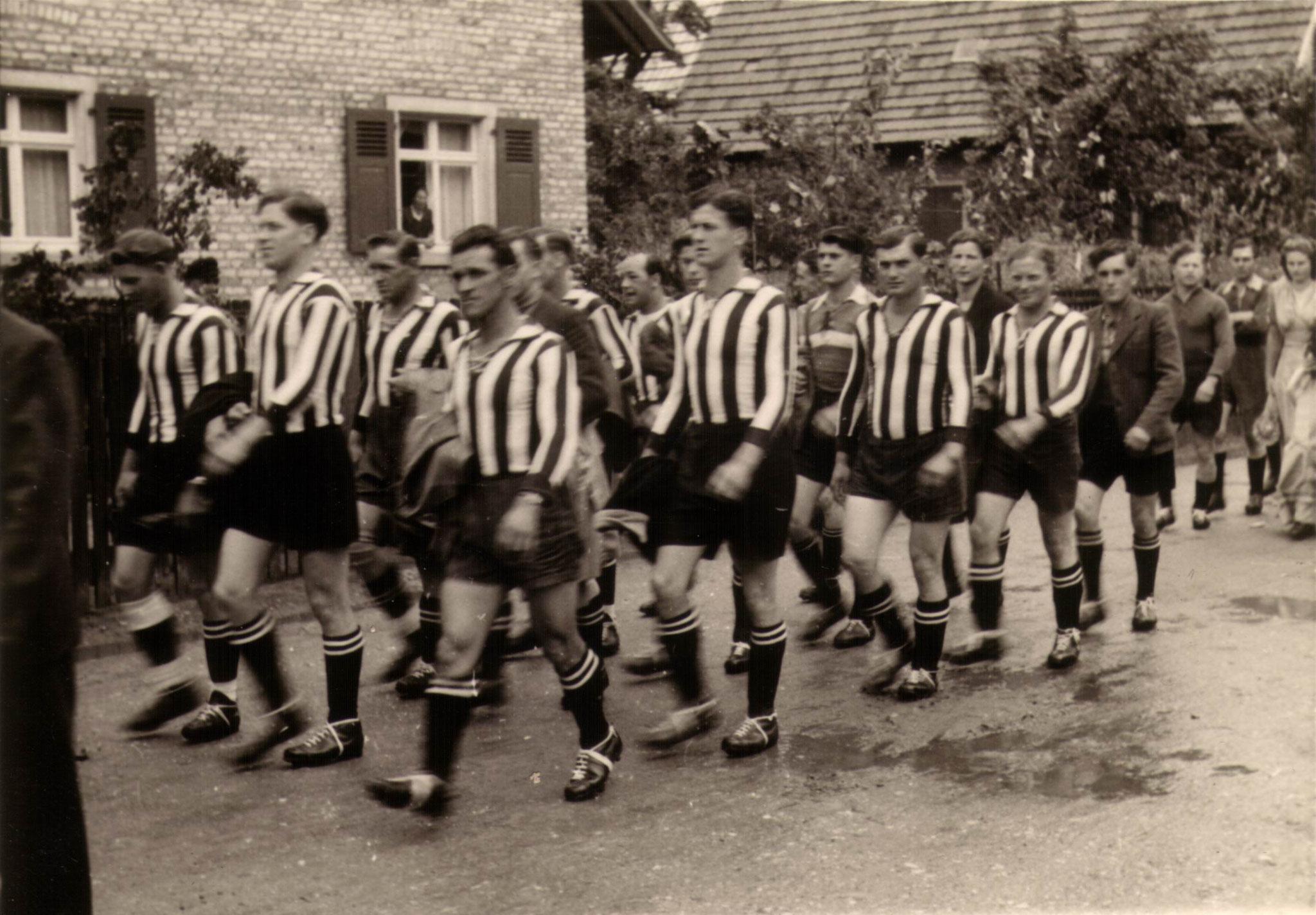 Sportfest 1948 -  Umzug durchs   Dorf