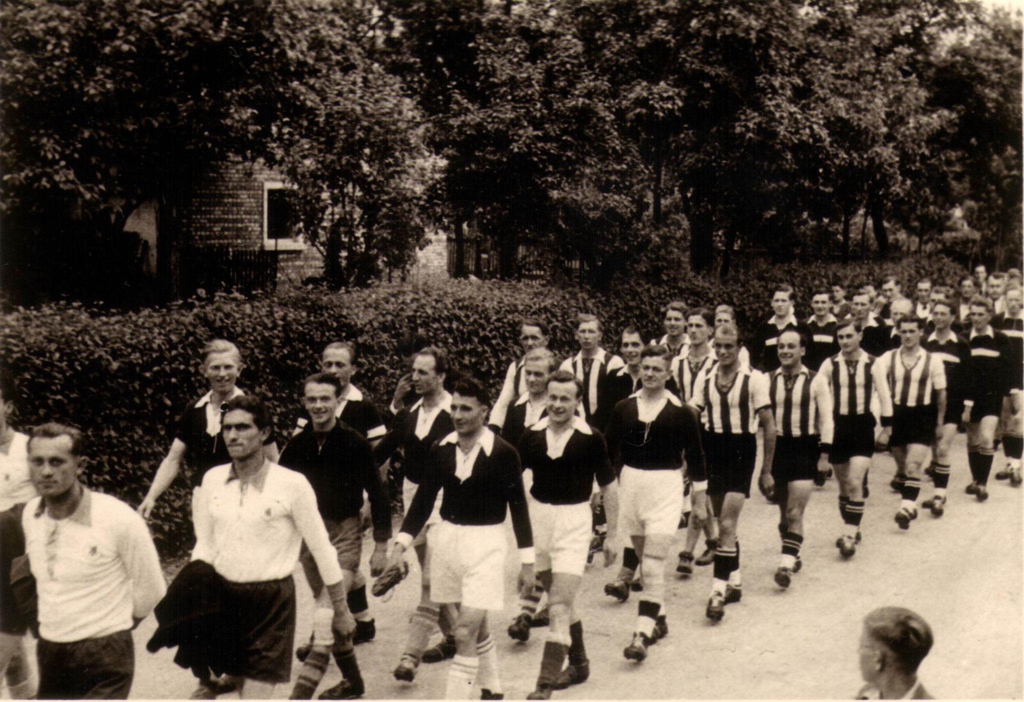 Sportfest 1949 -  Umzug durchs  Dorf