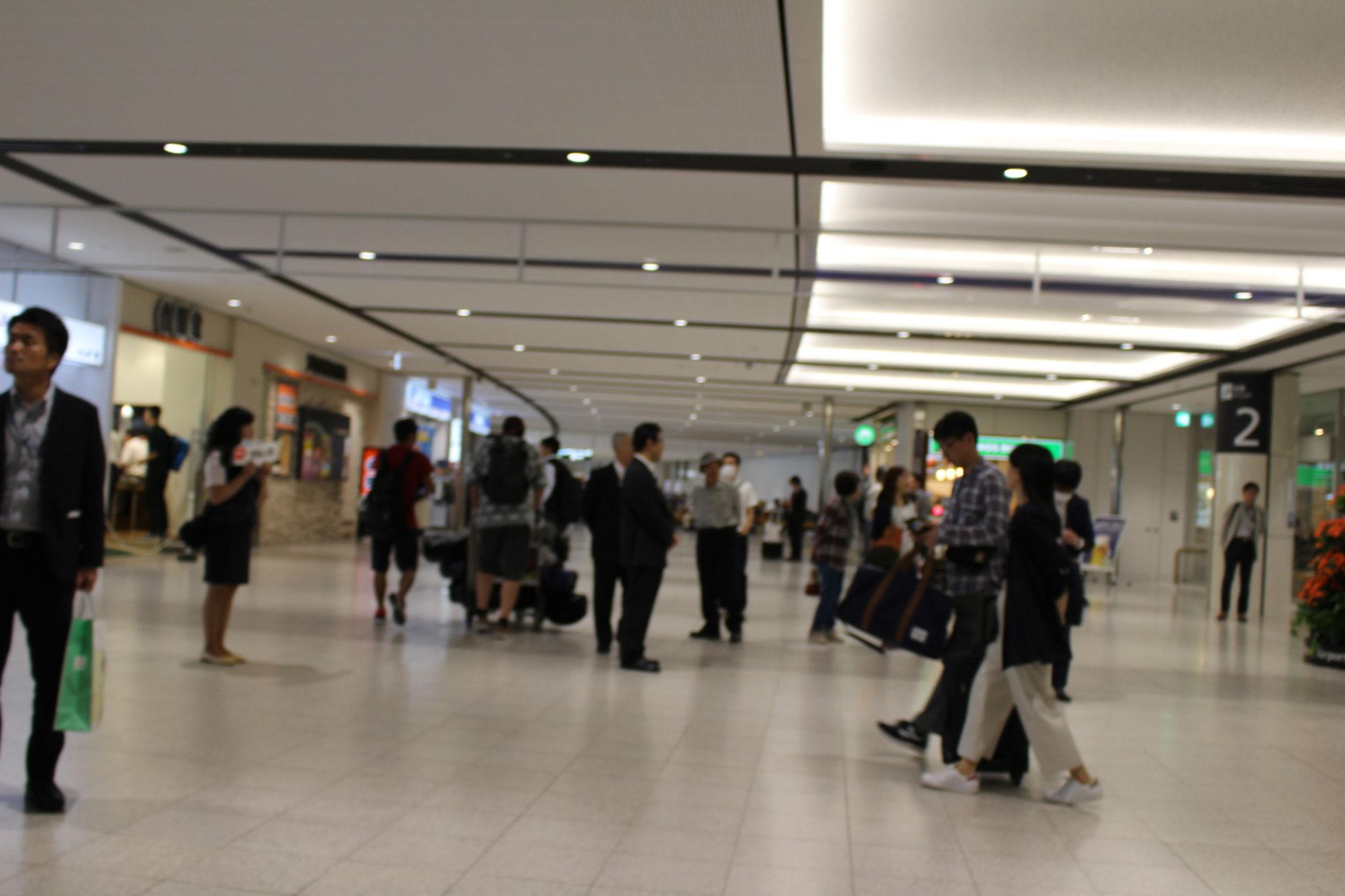 千歳空港からJR電車で札幌駅まで、駅前様子