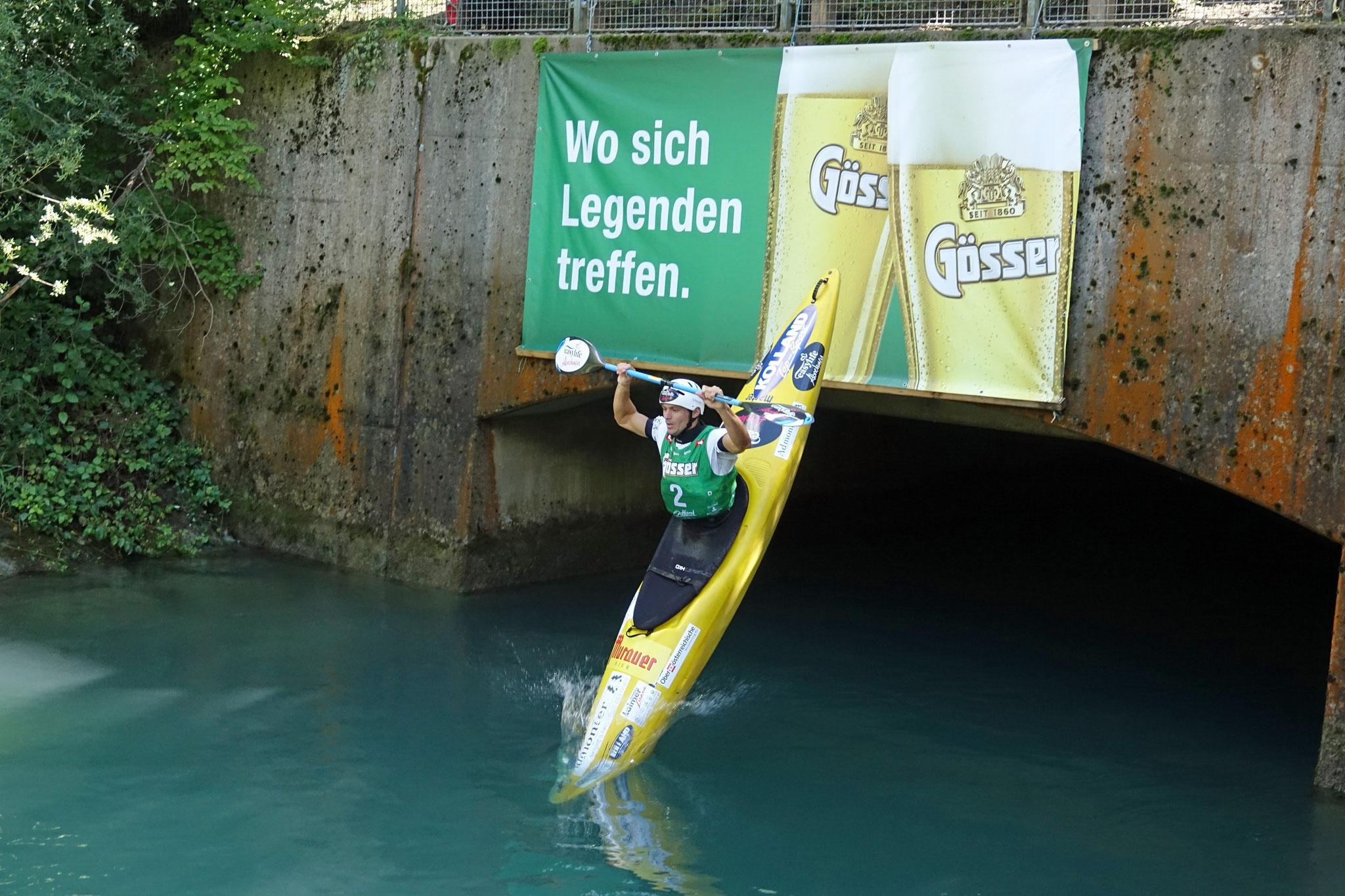 Lucas Kubrican stürzt sich in die Fluten