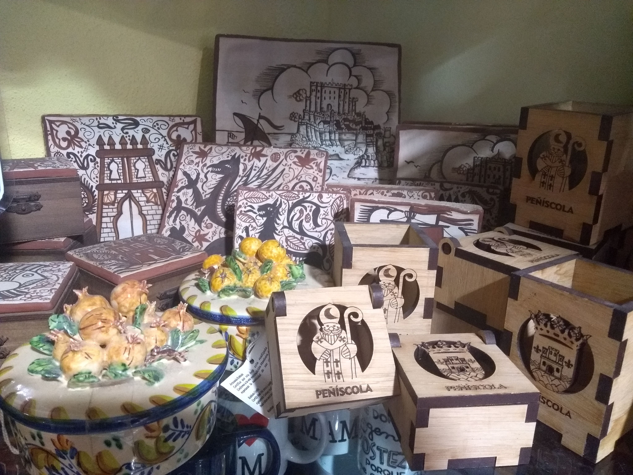 Socarrats y detalles tradicionales en madera.