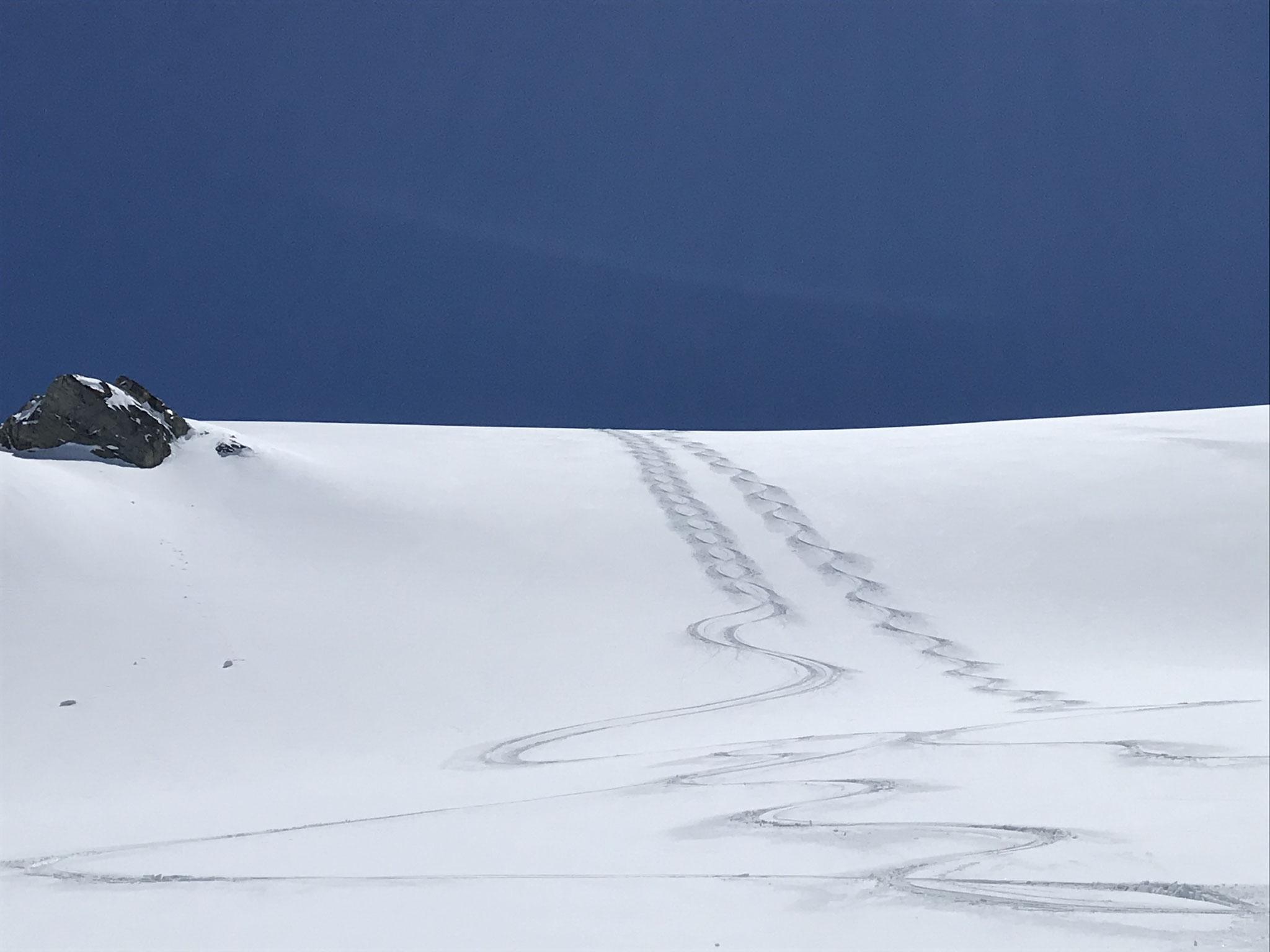 Perfekt Abfahrtsbedingungen am Jamtalferner - Silvretta