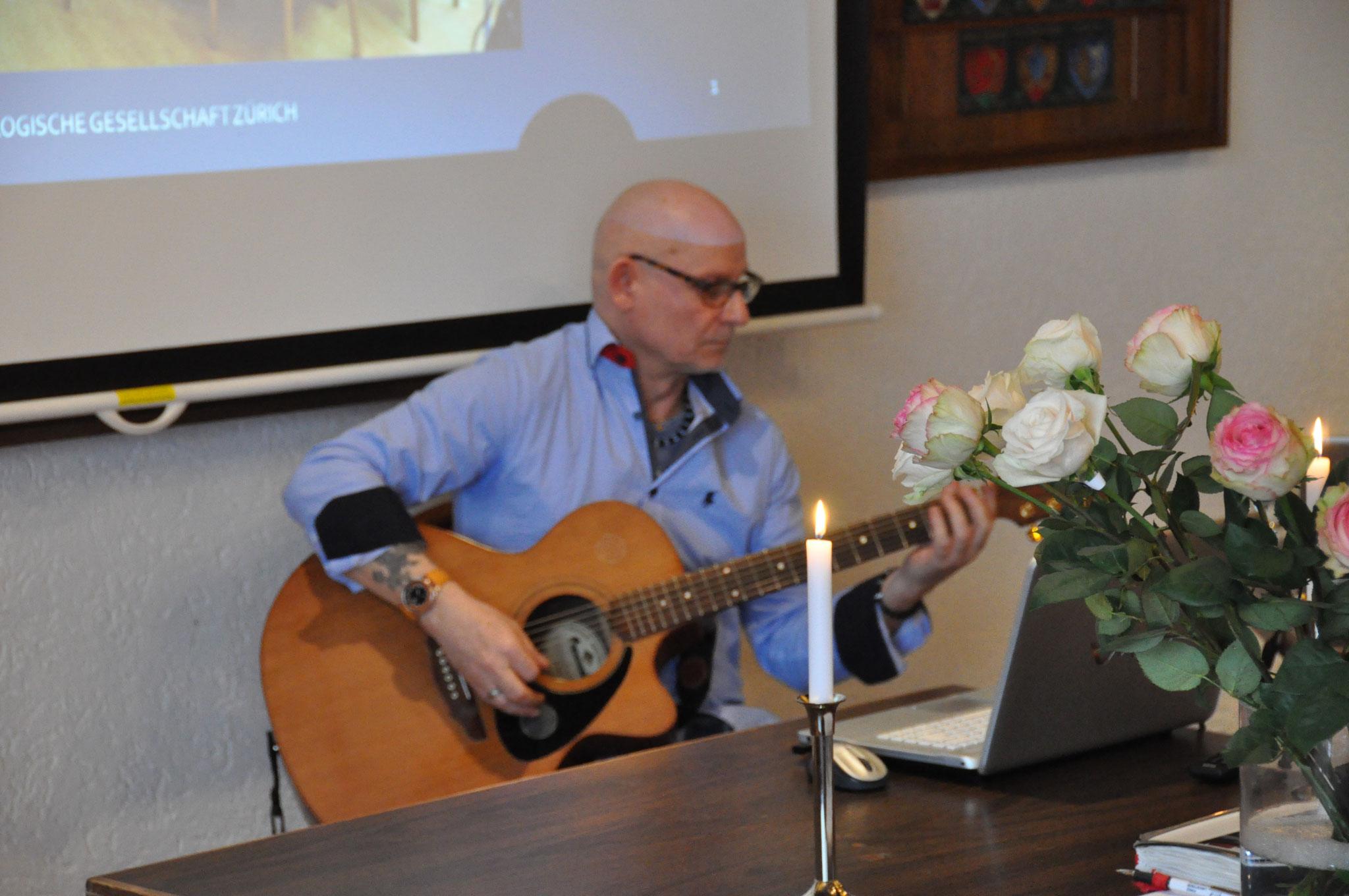 Beat Kofmehl,  Astrologe und Musiker, Feier zum Tag der Astrologie vom 18. März 2017