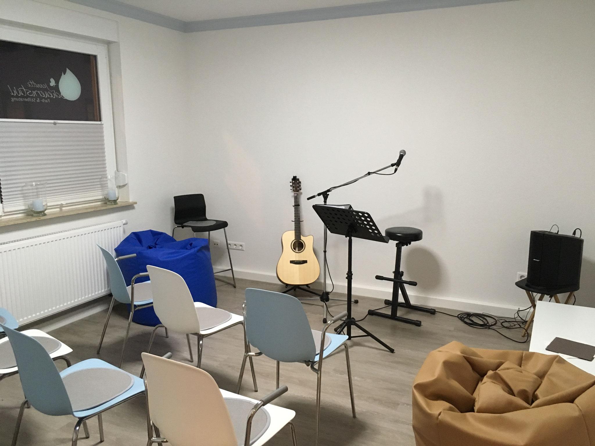 Konzert in einem Deko-Laden im Seminar-Raum