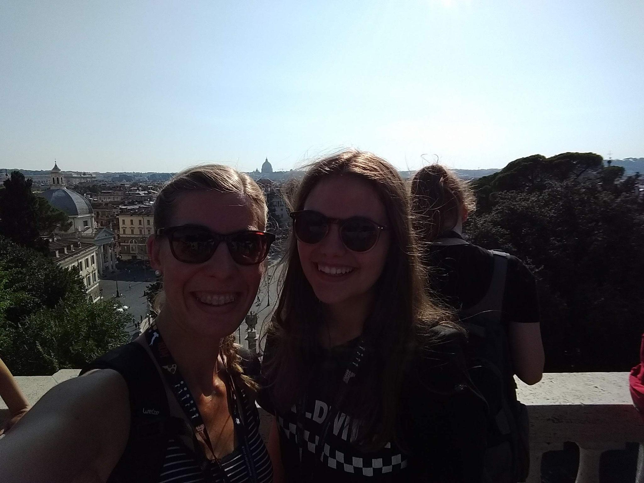 Oberhalb der Piazza Popolo