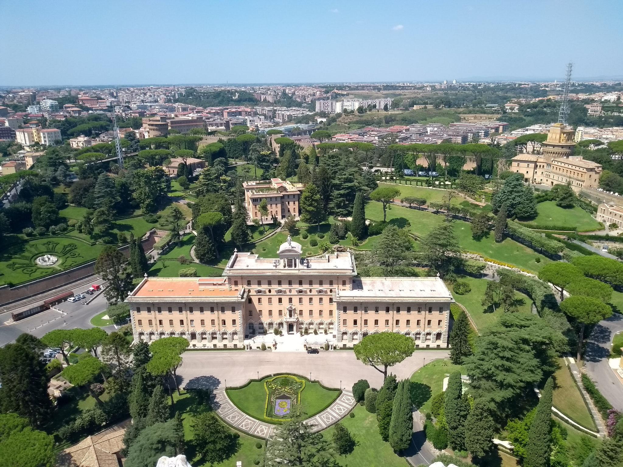 Vatikanische Gärten - Vatikanisches Regierungsgebäude